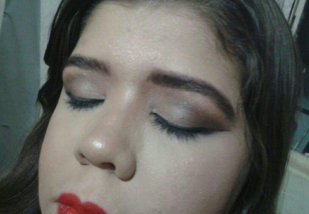 Design de sobrancelhas e Maquiagem #make #maquiagemprofissional #esfumado #designdesobrancelhas #henna #madrinhadecasamento maquiagem maquiador(a) assistente maquiador(a) designer de sobrancelhas depilador(a)