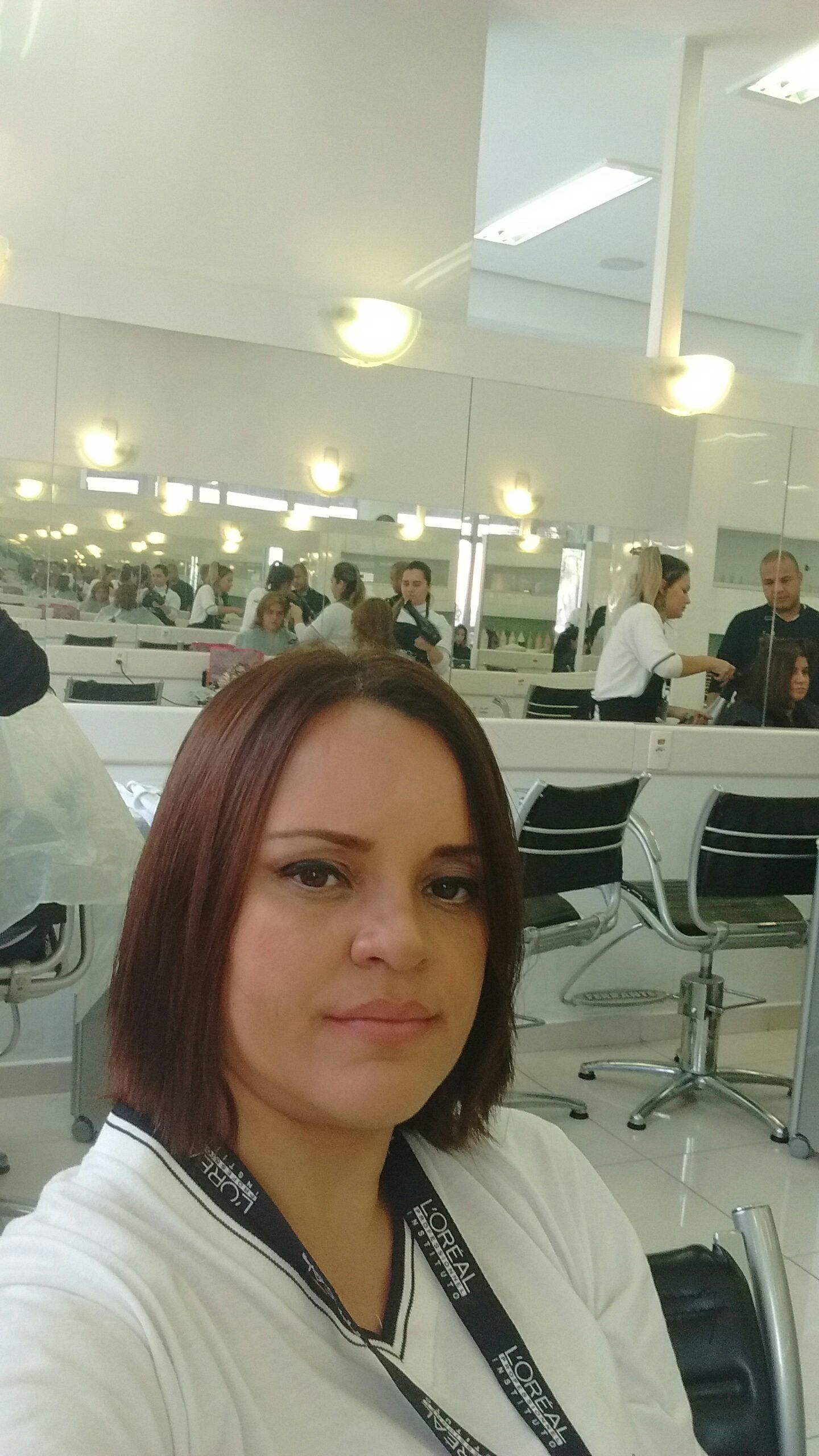 Eu, Valéria Nogueira em instituto loreal, estágio amo cabelo auxiliar cabeleireiro(a) cabeleireiro(a)