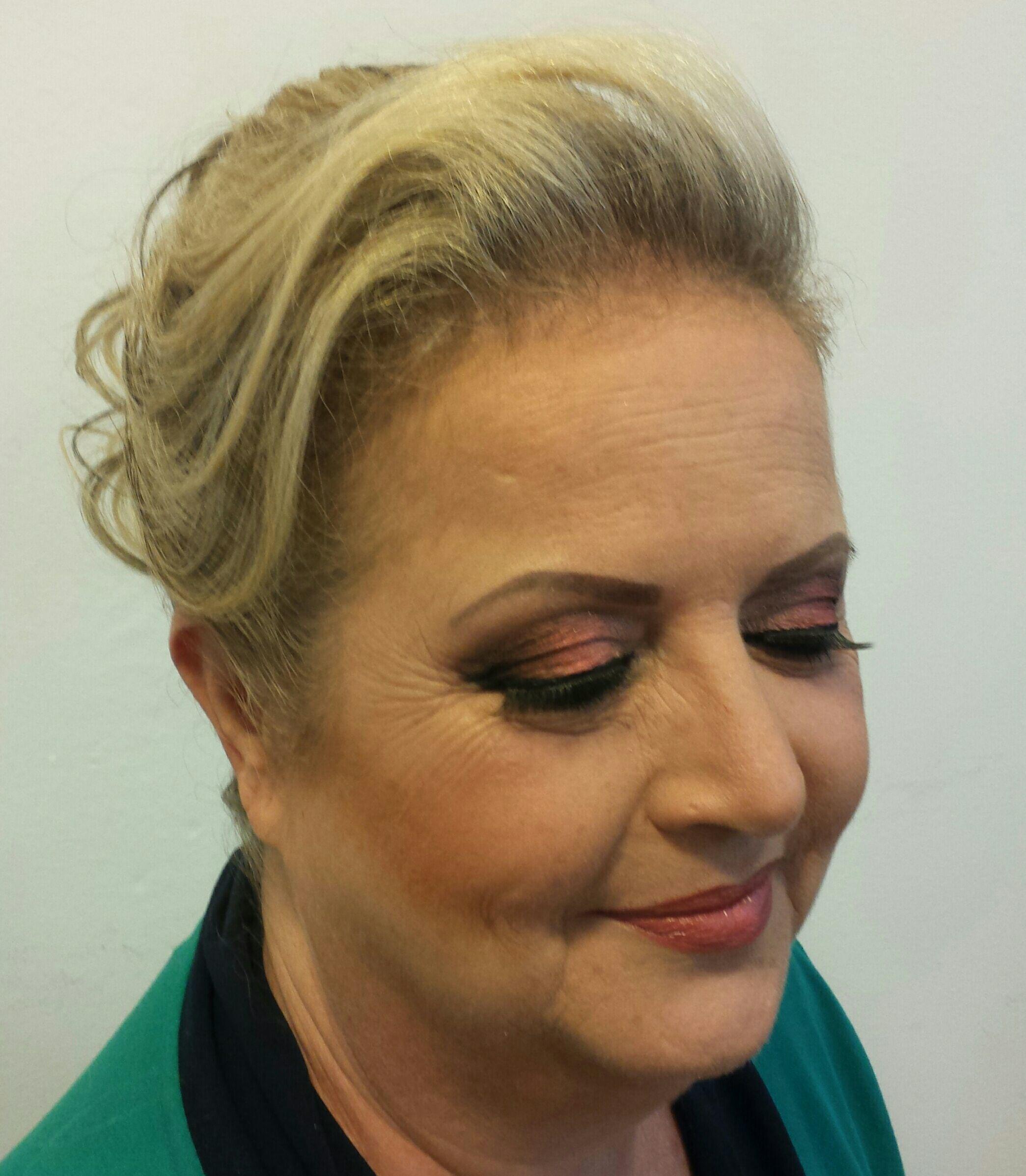 Make esfumada com tons coral e marrom. Top! maquiagem cabeleireiro(a) stylist / visagista