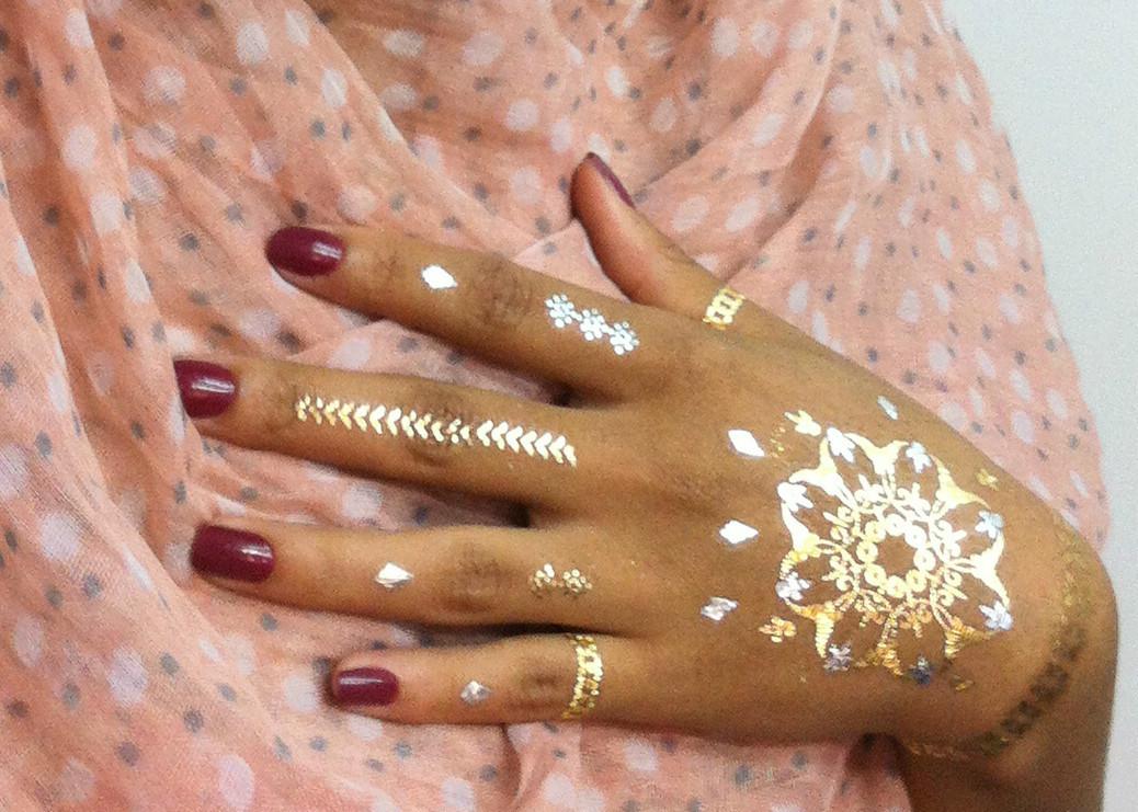 Maquiagem Artística - Pintura Mehndi Veja mais no meu Blog Vaidosas de Batom:  www.vaidosasdebatom.com maquiagem maquiador(a) docente / professor(a)