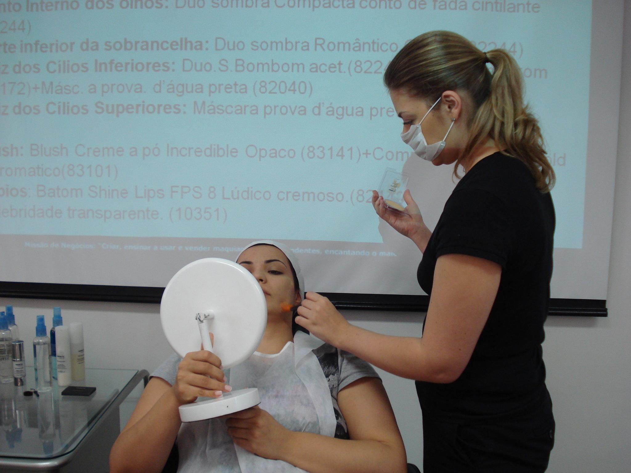 Treinamento de Maquiagem Contém1g makeup para vendedoras e franqueados (2010) maquiagem maquiador(a)