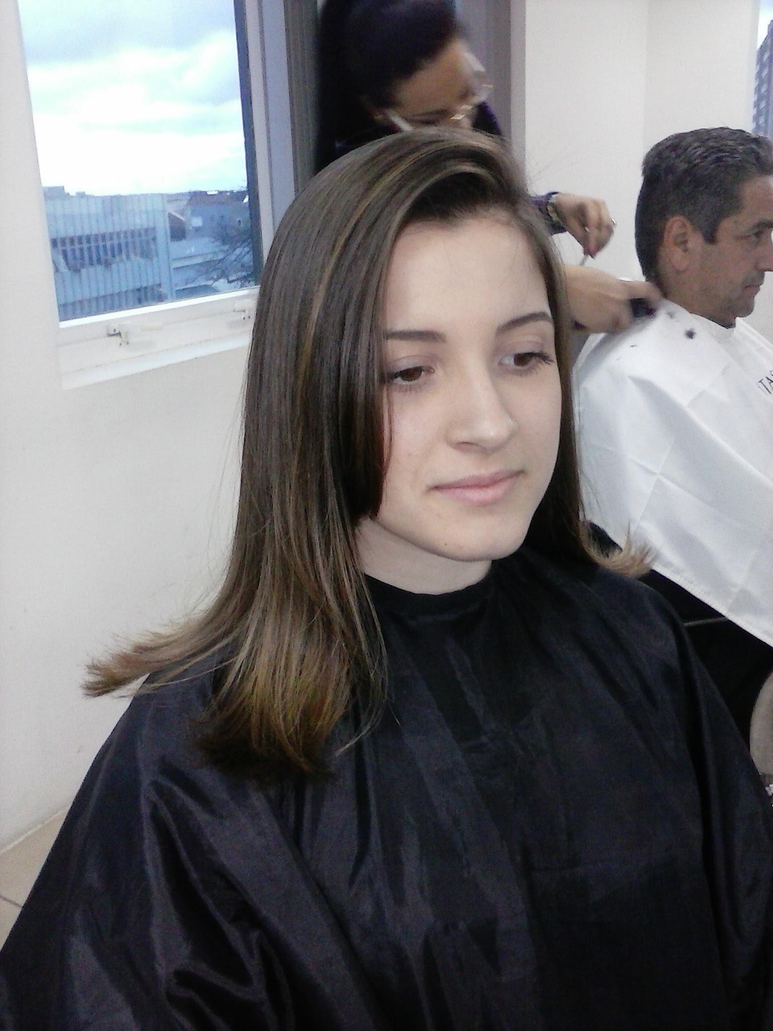 corte em camadas com franjão cabelo cabeleireiro(a) recepcionista revendedor(a)