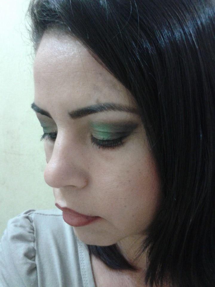 makeup  maquiagem designer de sobrancelhas maquiador(a) cabeleireiro(a) consultor(a) depilador(a) empresário(a) / dono de negócio