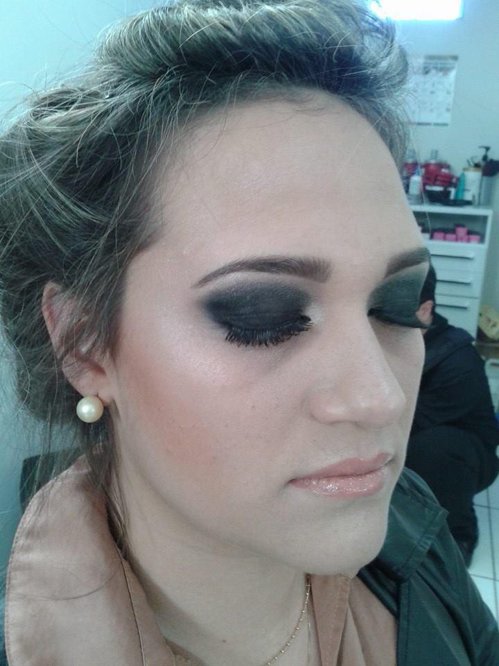make up - preto poderoso maquiagem designer de sobrancelhas maquiador(a) cabeleireiro(a) consultor(a) depilador(a) empresário(a) / dono de negócio