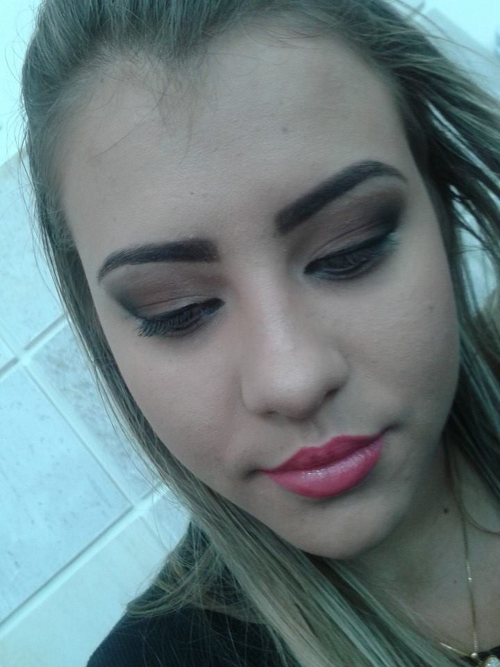 makeup-dia maquiagem designer de sobrancelhas maquiador(a) cabeleireiro(a) consultor(a) depilador(a) empresário(a) / dono de negócio
