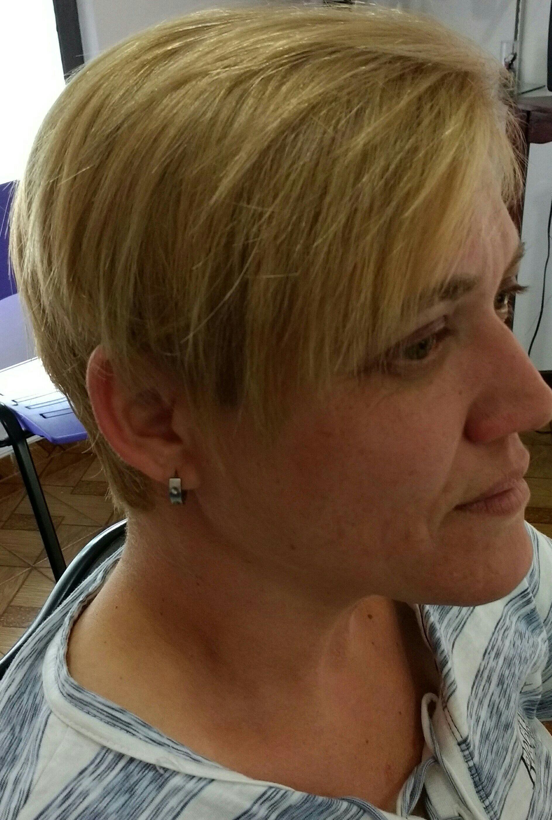 Corte desconectado curto com franjao bilateral outros cabeleireiro(a)