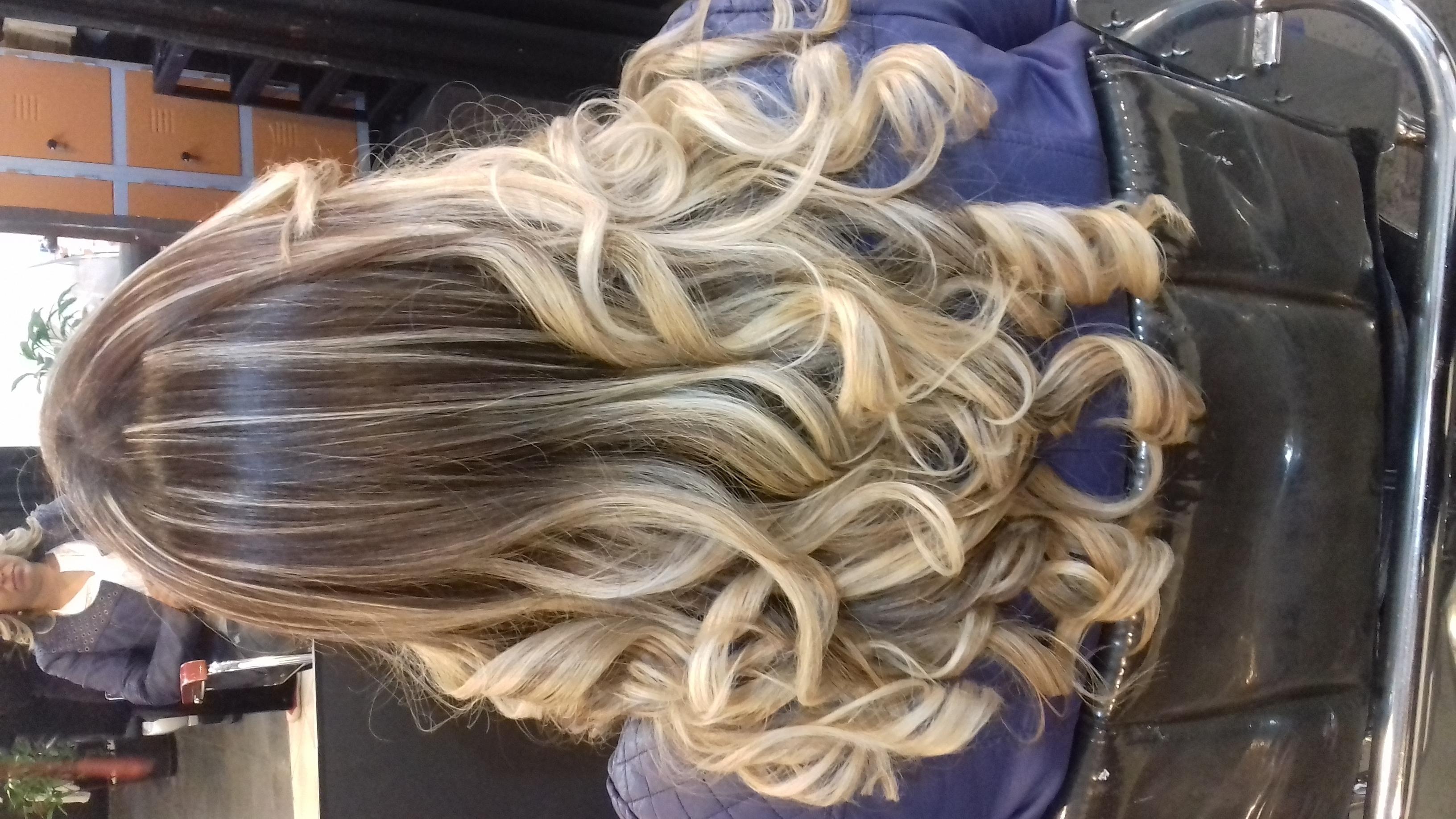 Ombre em cabelo com resíduos de coloração  cabelo cabeleireiro(a) maquiador(a)