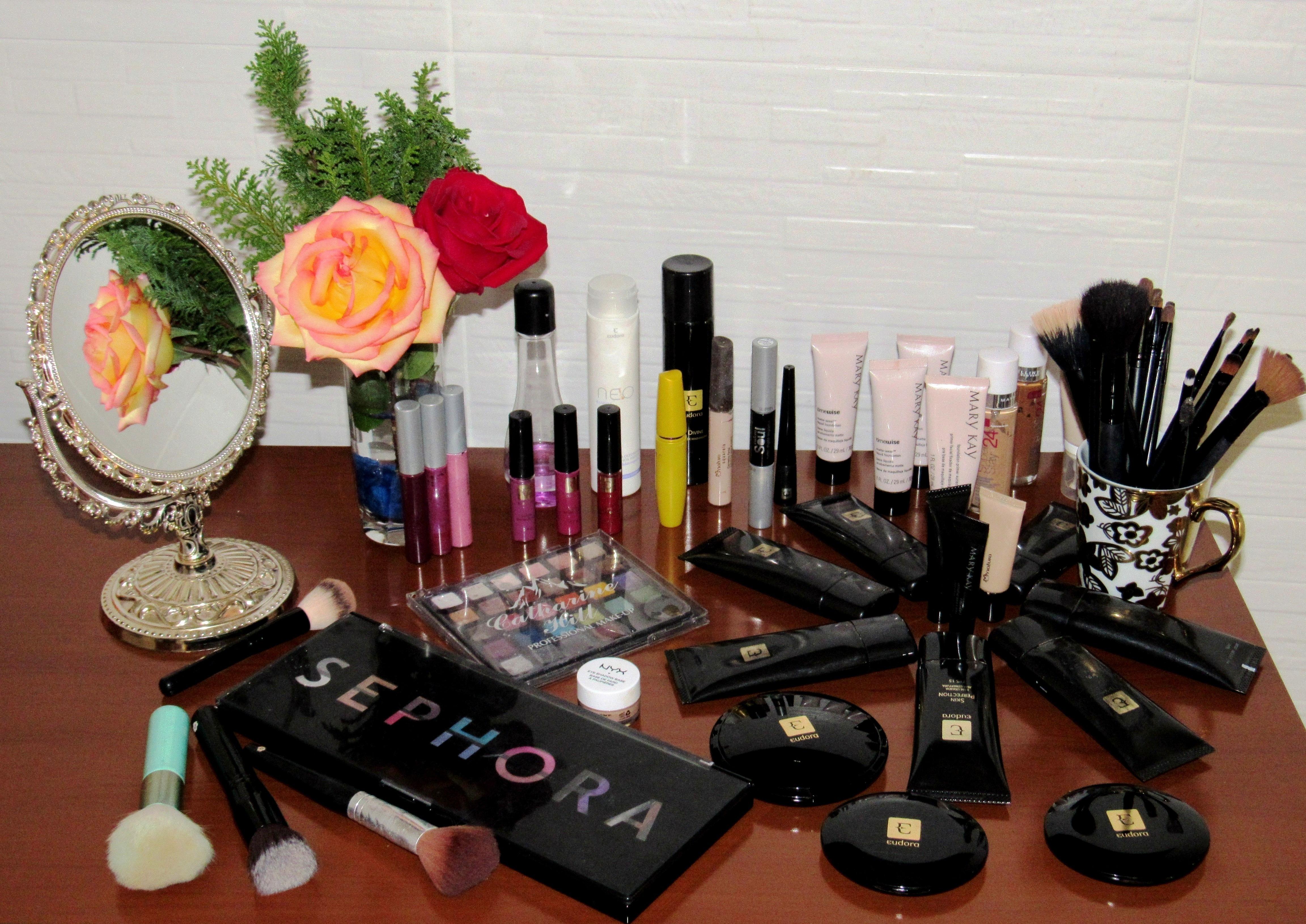 um pouco do meu material de trabalho maquiagem maquiador(a)