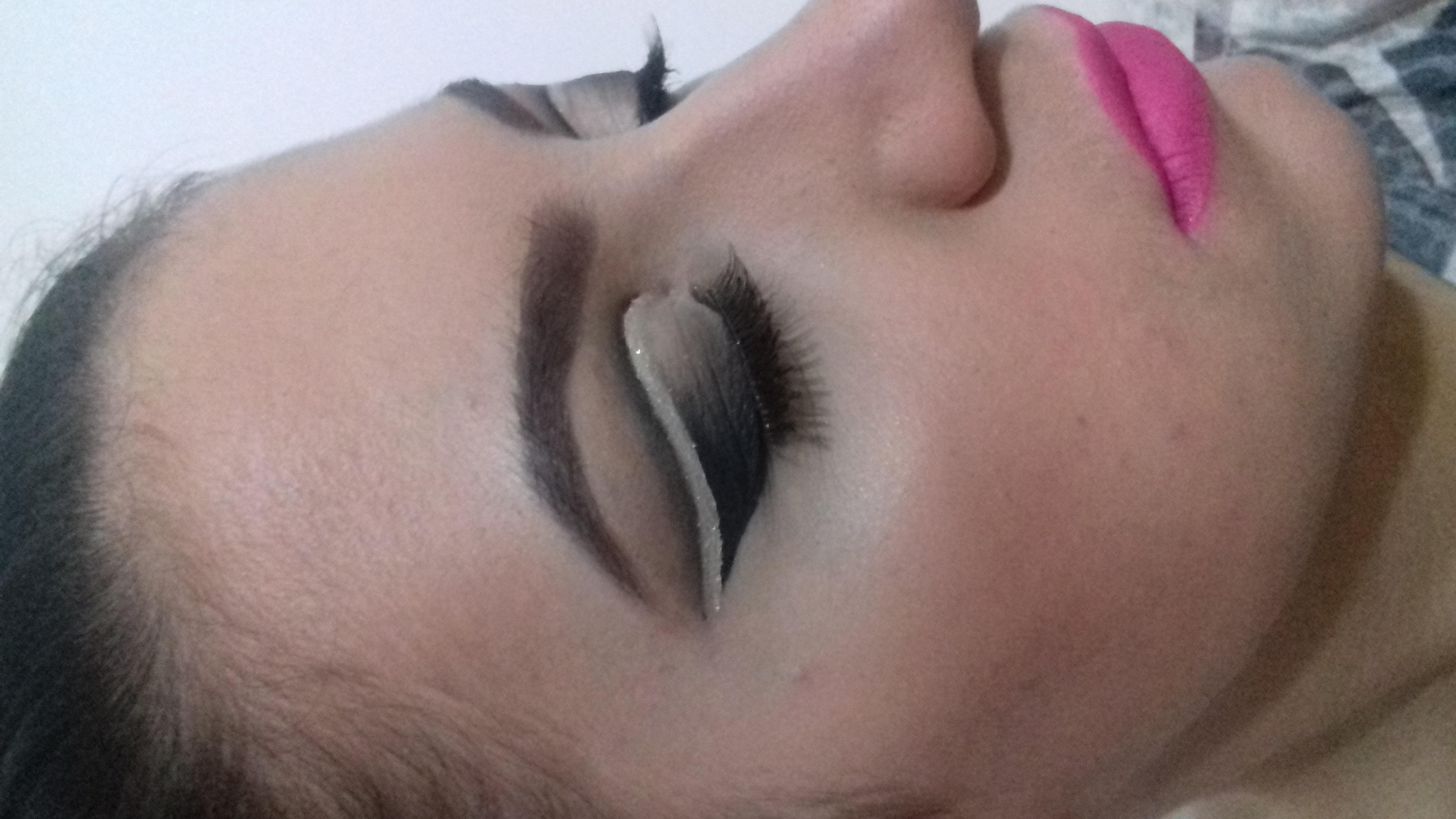 Maquiagem para pálpebras pequenas e com pele. #maquaigemdebutante maquiagem maquiador(a)