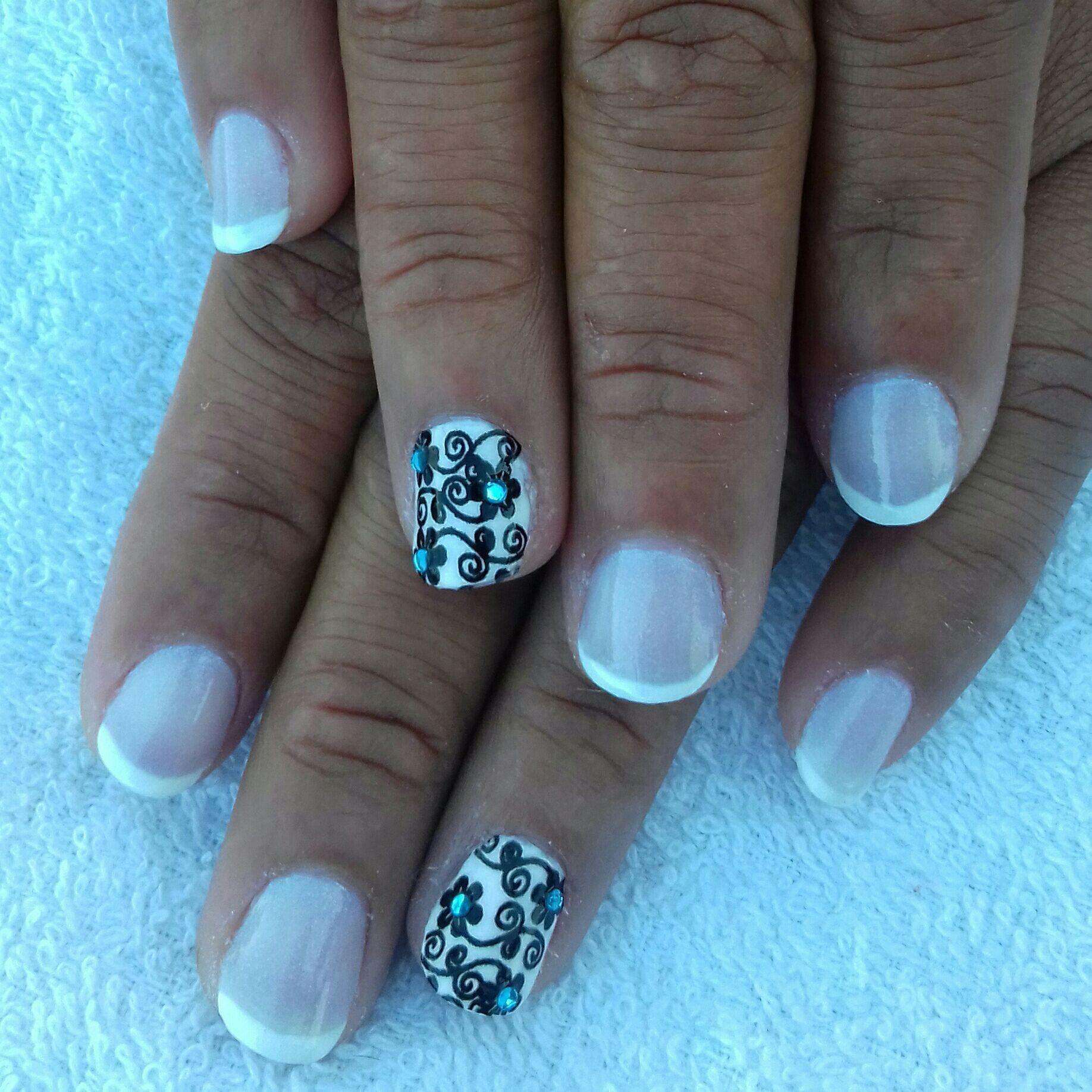 Esmaltes usados: Colorama Pétala Branca, Impala Lua e Risque Renda unha manicure e pedicure designer de sobrancelhas