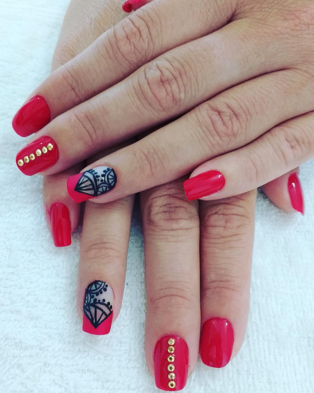 Unhas lindas com desenho a mão  #nailart #desingdeunhas #amooquefaço  unha manicure e pedicure depilador(a) designer de sobrancelhas