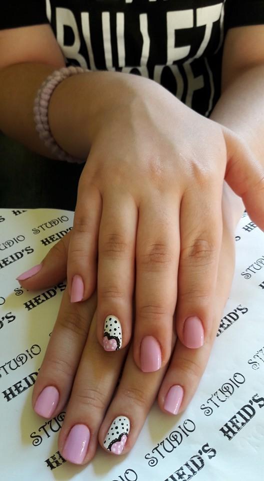 nail-art com esmalte rosa unha designer de sobrancelhas manicure e pedicure depilador(a)