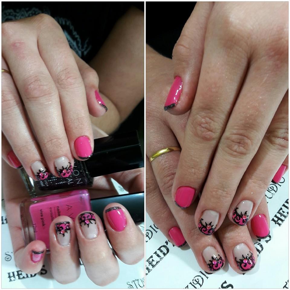 Unhas rosas com nail-art unha designer de sobrancelhas manicure e pedicure depilador(a)
