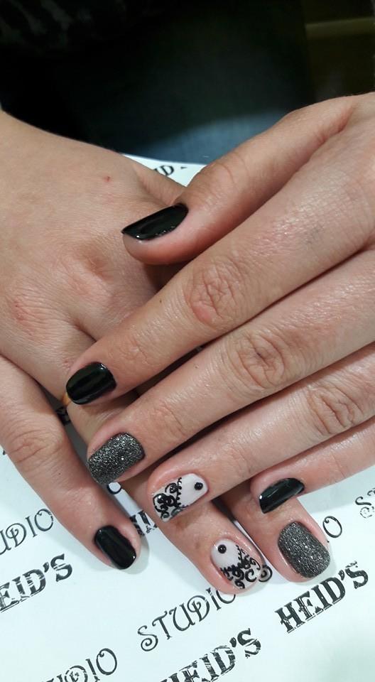 Unhas pretas com brilho!!! unha designer de sobrancelhas manicure e pedicure depilador(a)