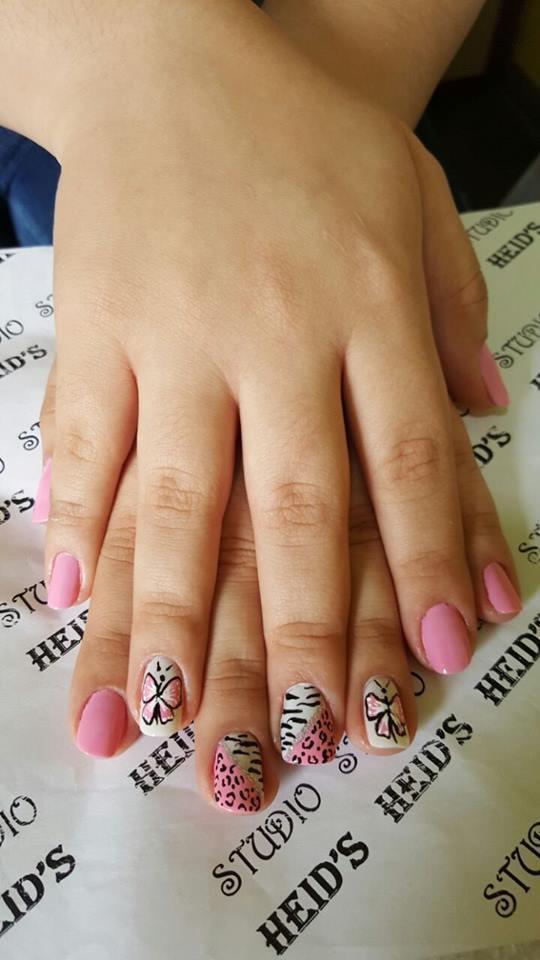 Borboletas com rosa...ficou um charme! unha designer de sobrancelhas manicure e pedicure depilador(a)