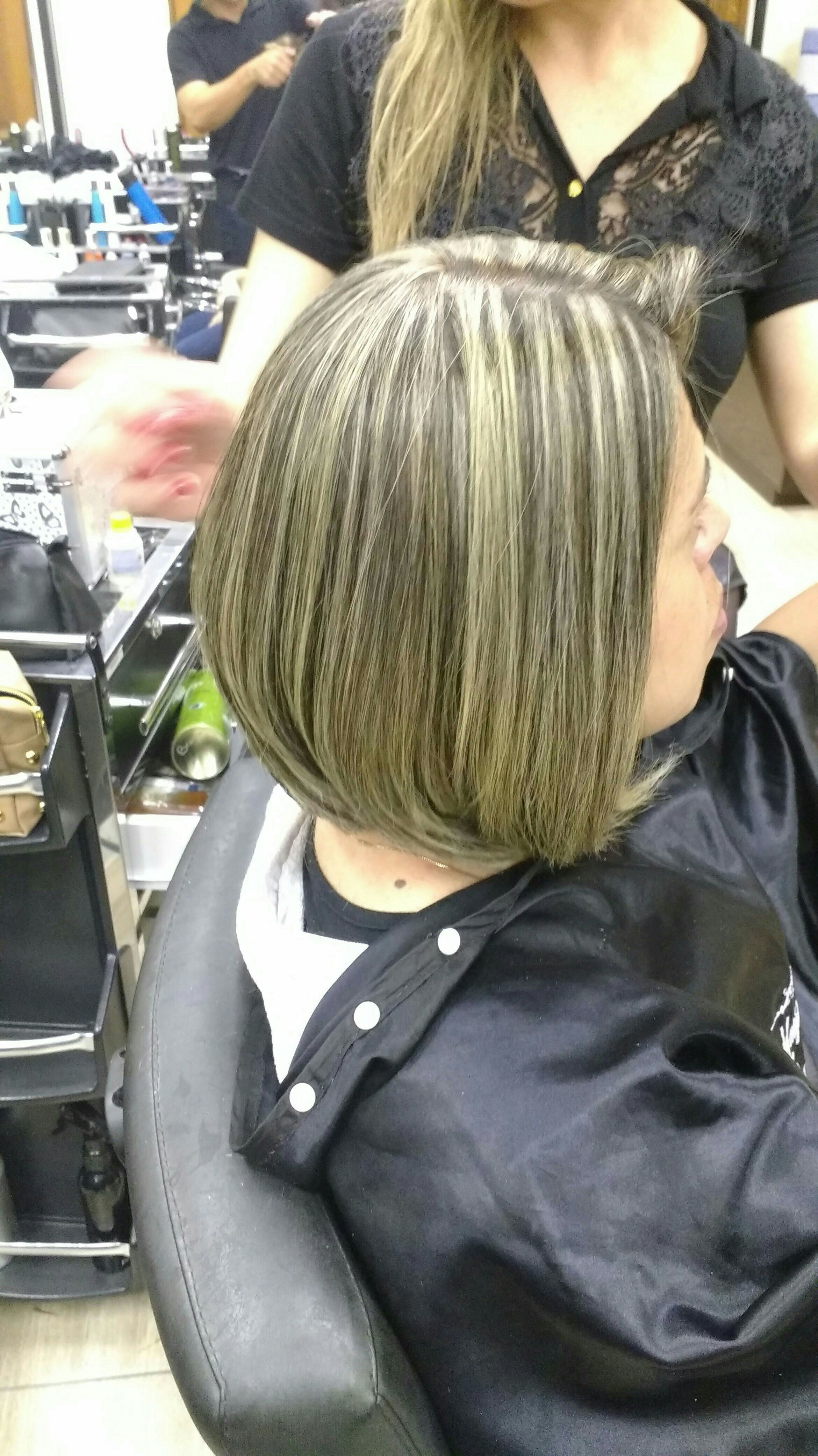Mechas e escova cabeleireiro(a) cabeleireiro(a)