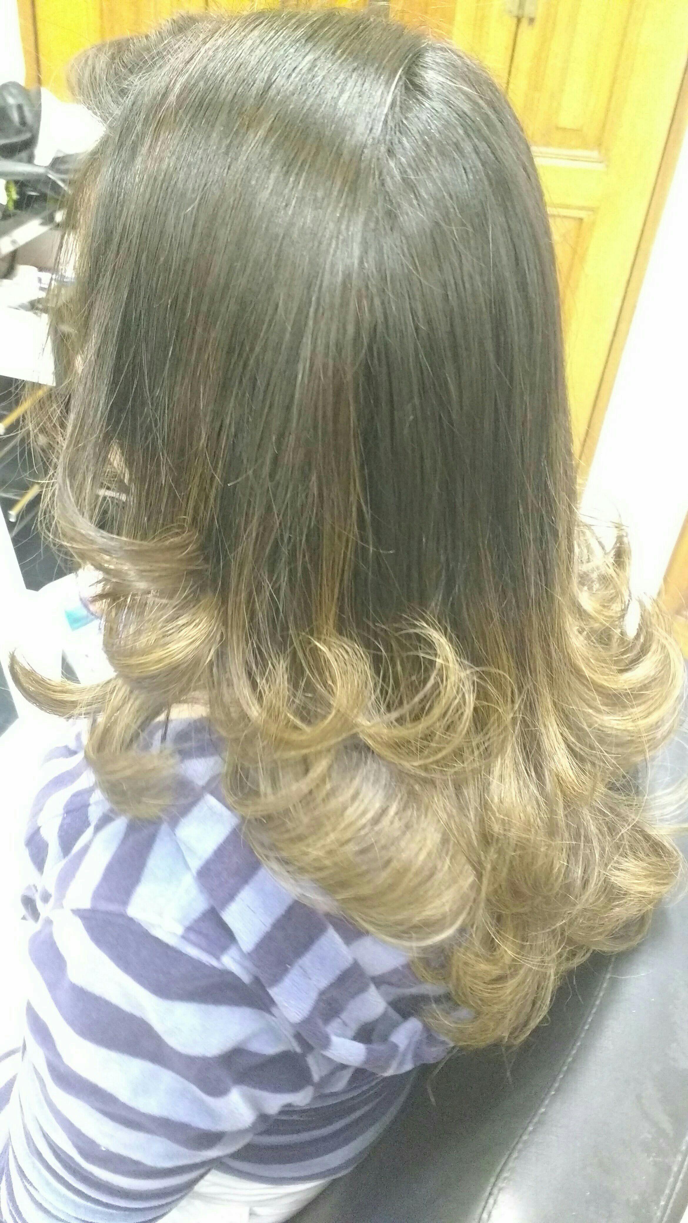 Corte escova e mechas ombre. cabeleireiro(a) cabeleireiro(a)