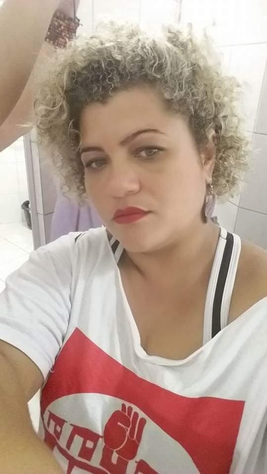 auxiliar cabeleireiro(a) designer de sobrancelhas recepcionista