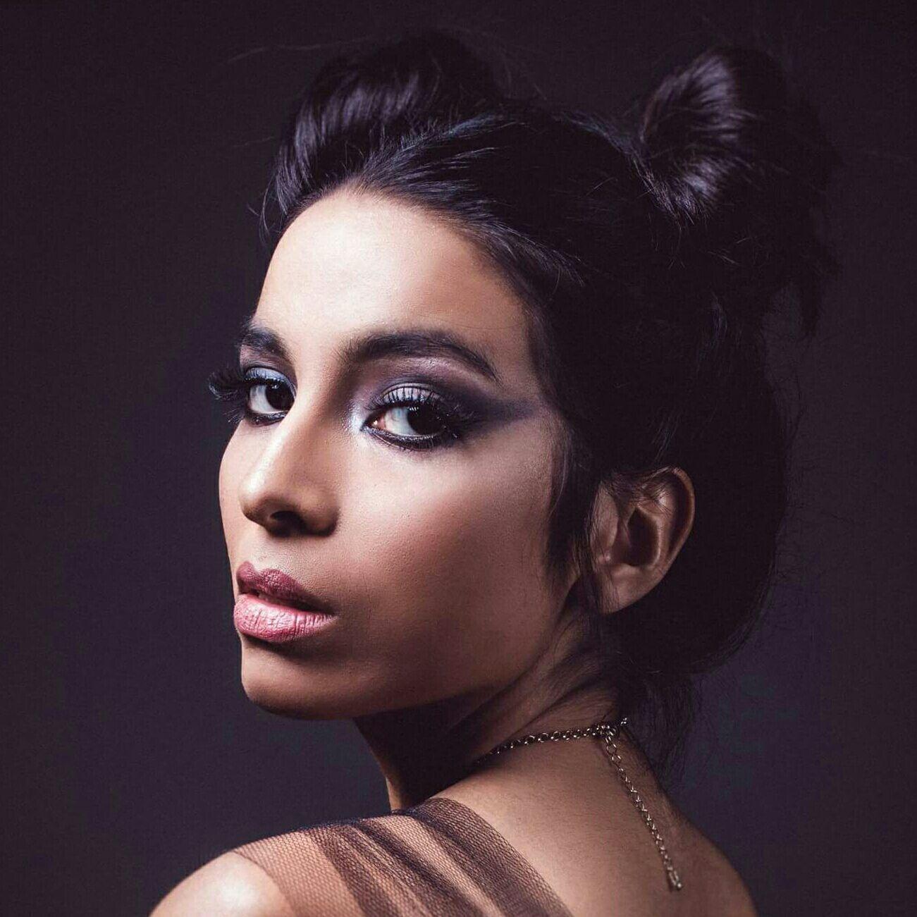 Editorial Sassy Power by @thaislatorremakeup make esfumada #esfumado #preto maquiagem maquiador(a) designer de sobrancelhas