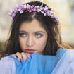Maquiagem esfumada nos olhos em tons de azul claro, blush rosinha e gloss labial. #azul #esfumado #gloss