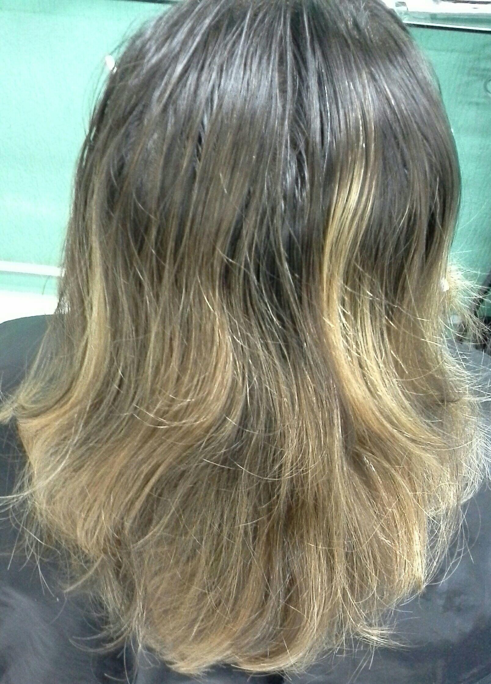Correção de cor e  luzes . Profissional.  Vera Lúcia cabelo stylist / visagista cabeleireiro(a)