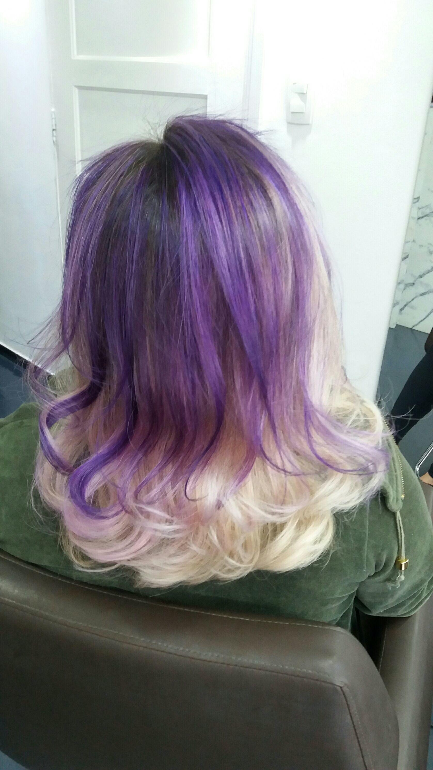 Pra quem gosta de um cabelo colorido. Mechas roxas. cabelo cabeleireiro(a)