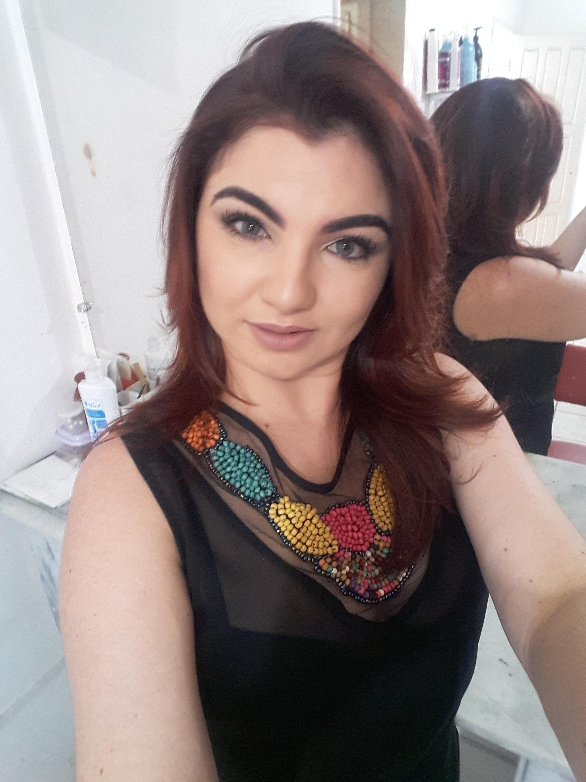 Cuidando da beleza. Maquiagem by me maquiagem dermopigmentador(a) designer de sobrancelhas maquiador(a)