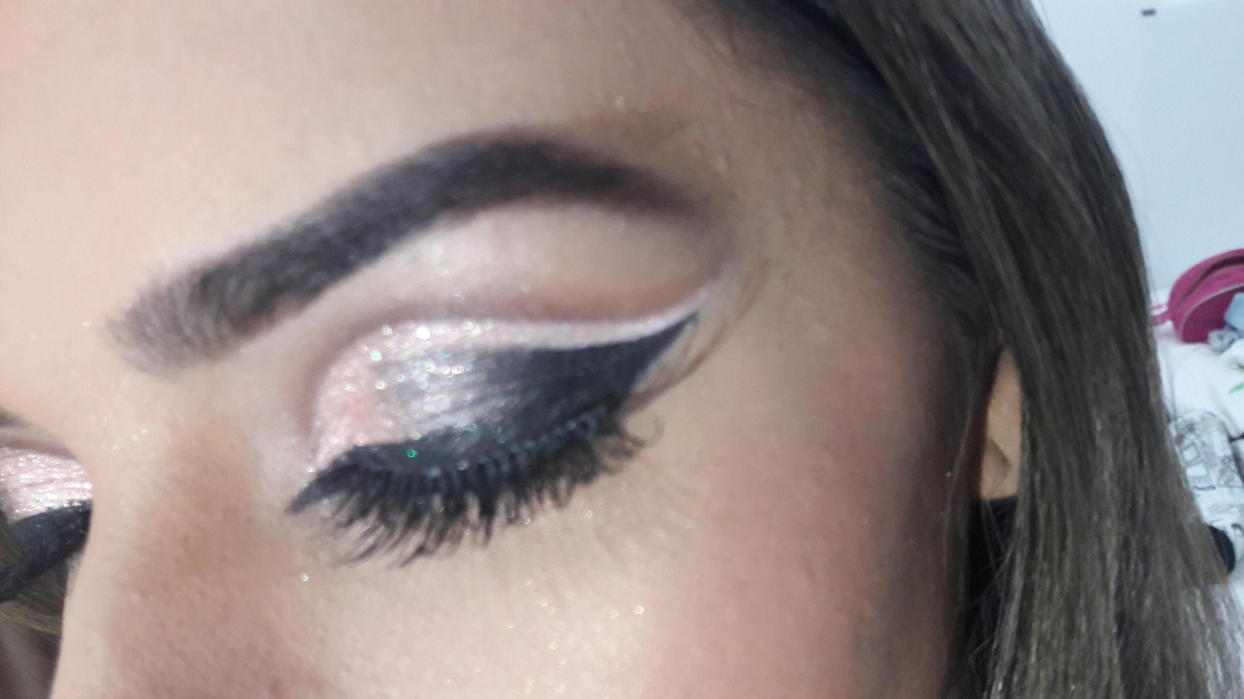 Detalhes maquiagem dermopigmentador(a) designer de sobrancelhas maquiador(a)