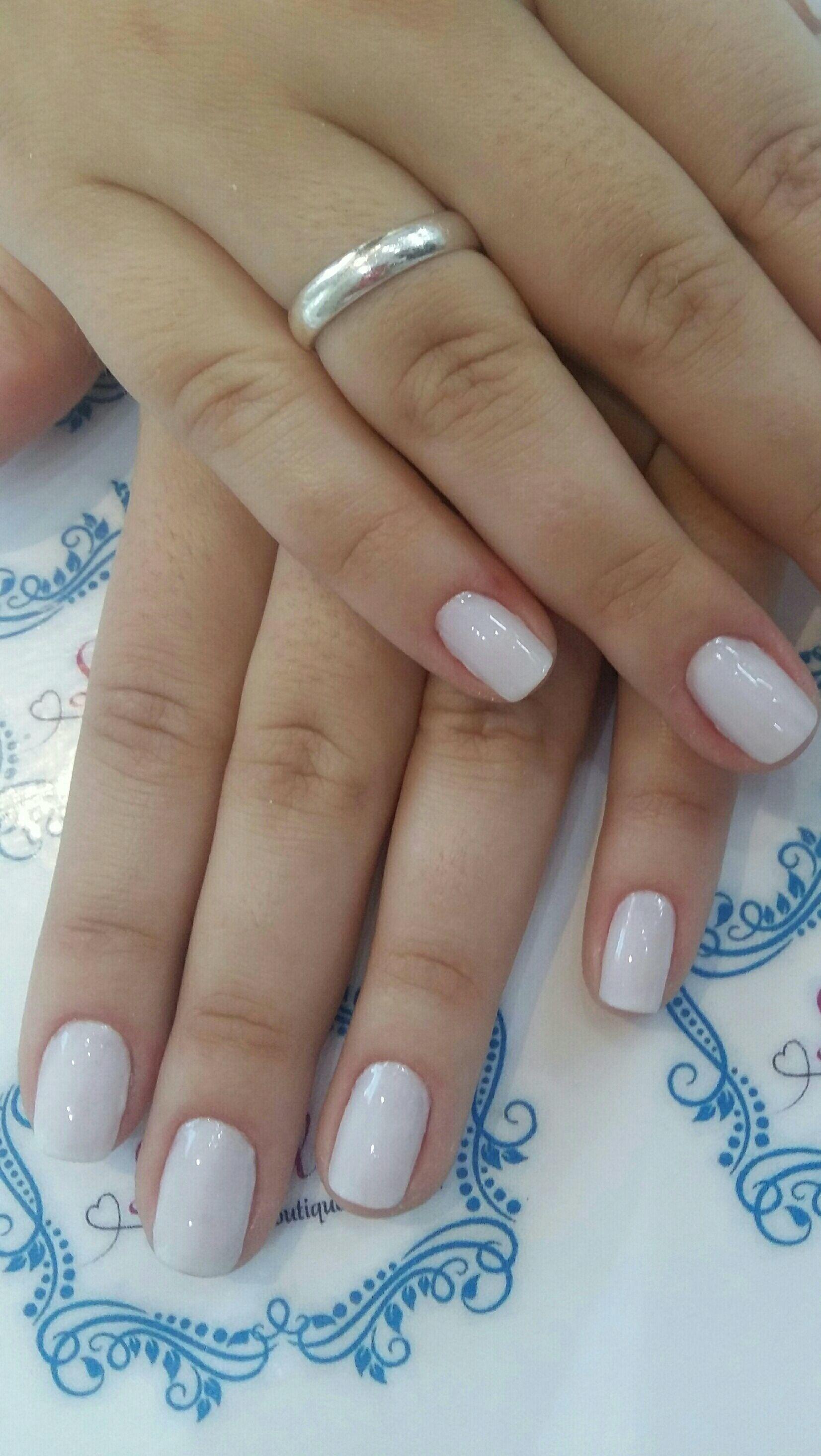 Branquinho maravilhoso!! unha manicure e pedicure designer de sobrancelhas manicure e pedicure manicure e pedicure