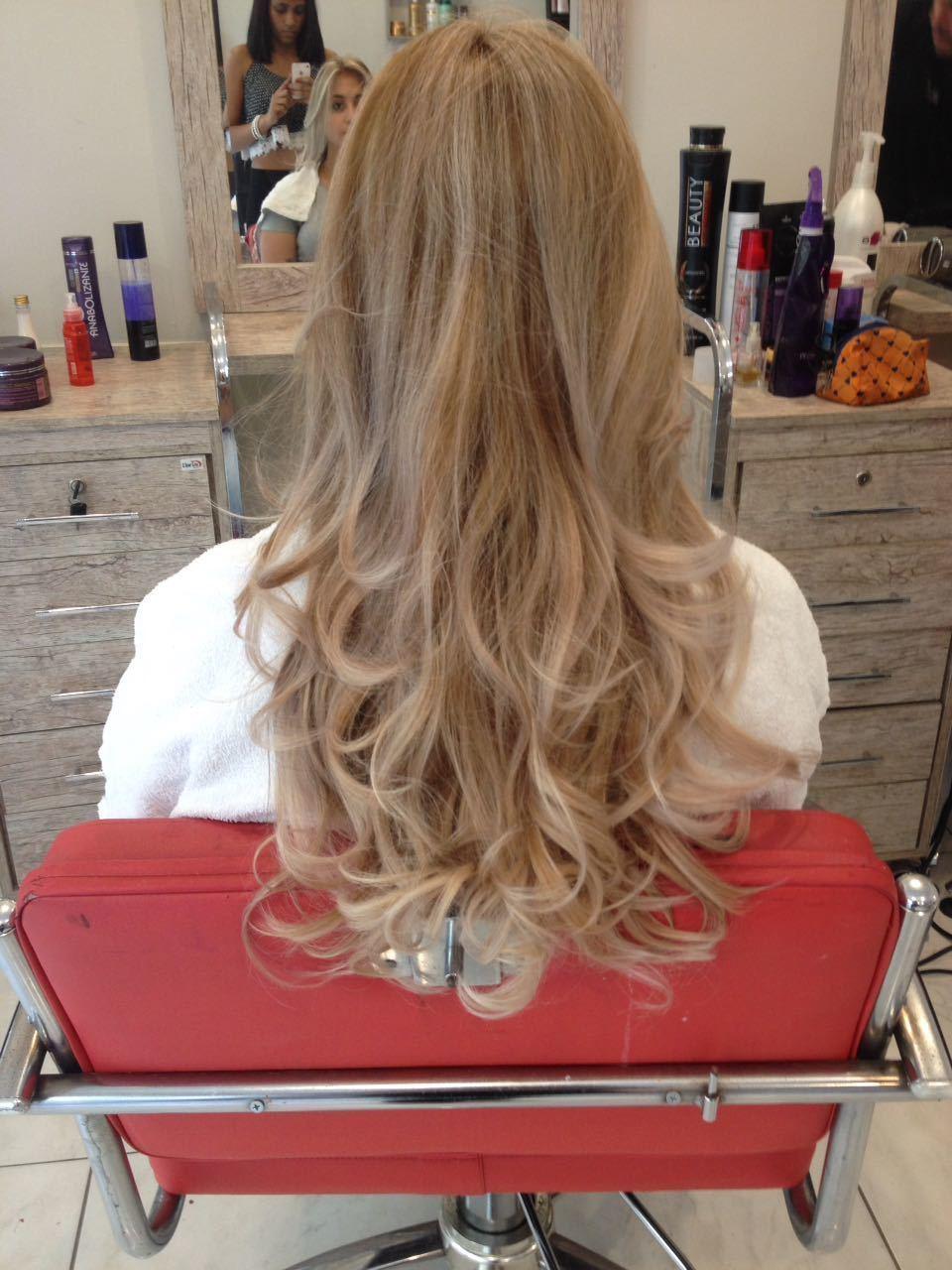 Correção de cor e mechas ombrehair cabelo auxiliar cabeleireiro(a) cabeleireiro(a)