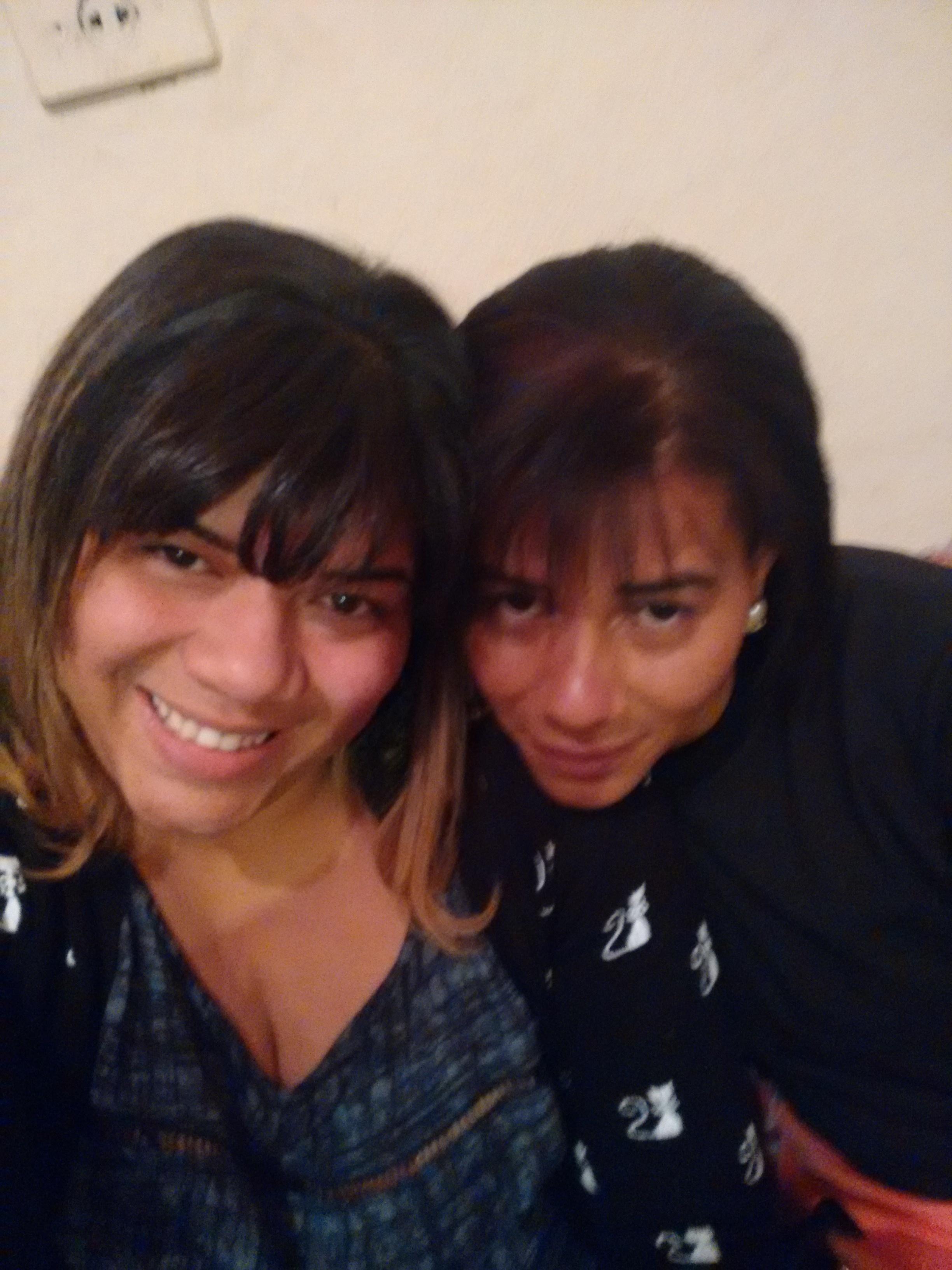 Eu di maquiagem suave e pragressiva e minha irmã di californiana. cabelo maquiador(a) designer de sobrancelhas manicure e pedicure massagista cabeleireiro(a) outros