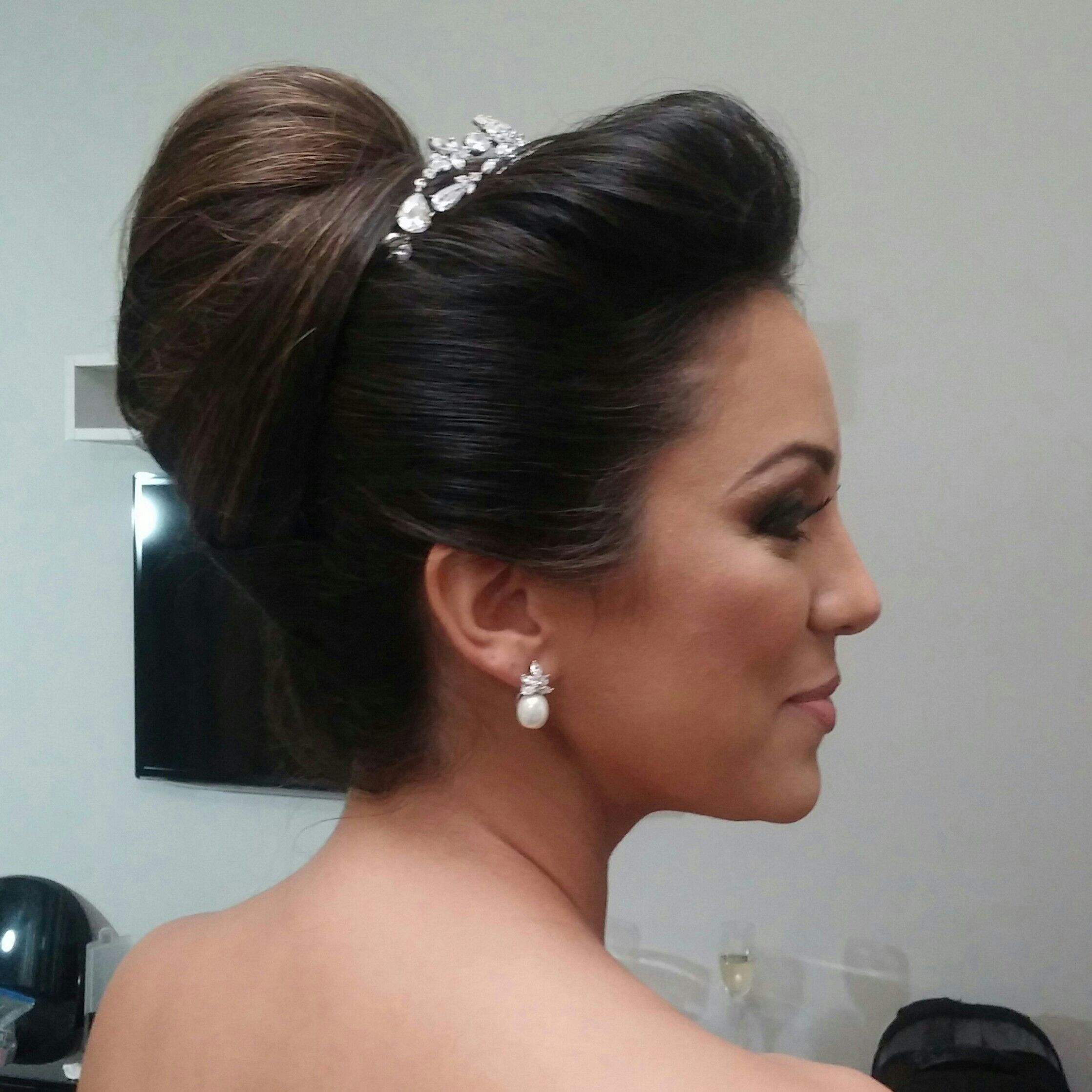 Penteado clássico para noivas glamurosas! cabelo cabeleireiro(a) cabeleireiro(a) cabeleireiro(a) cabeleireiro(a)