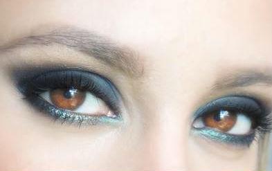 Make up blue!  #makeup #makeupdiva #makeupkryolan #ampmakeup #maquiagemlondrina #pelenegra #maquiagempelenegra #pelemorena #diva #amazing #perfect #inspiration #make #makeup #maquiagem #instablog #likeforlike #happy #yummy #instagood #moda #fashion #tutorial #blogger #followme #nice #hairstyle #instagram #diy #tutoriais #style #cupcake #nail #follow #love #dica #videotutorial #colorfulfantastic #awesome maquiagem maquiador(a) designer de sobrancelhas consultor(a) em imagem consultor(a) em negócios de beleza