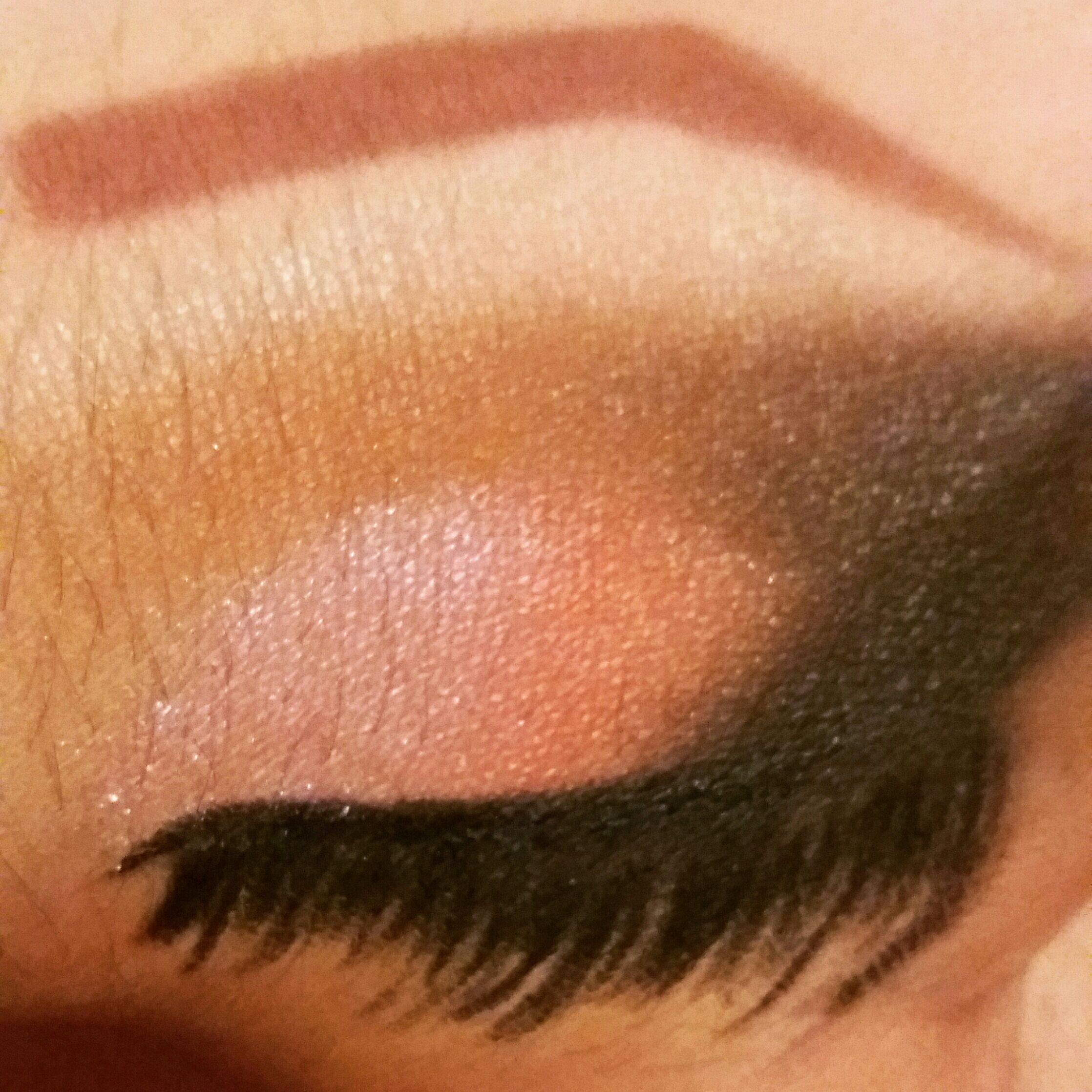 Maquiagem iluminada com canto externo esfumado para dar profundidade no olhar maquiagem maquiador(a)