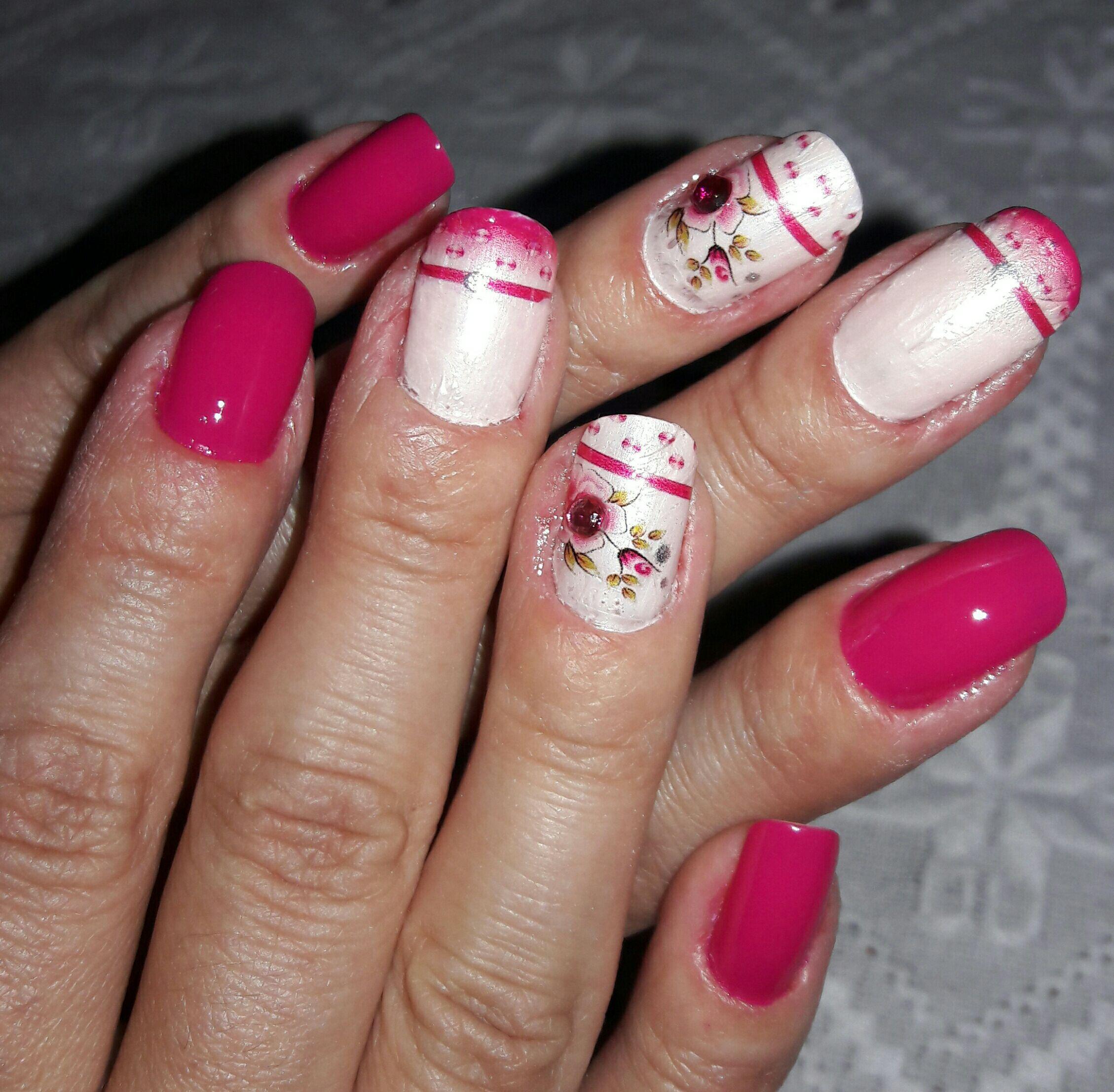 unha manicure e pedicure manicure e pedicure cabeleireiro(a) auxiliar cabeleireiro(a)