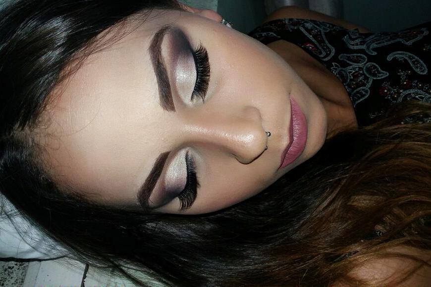 Semi cut crease clássico. maquiagem maquiador(a) aromaterapeuta naturólogo(a) maquiador(a)