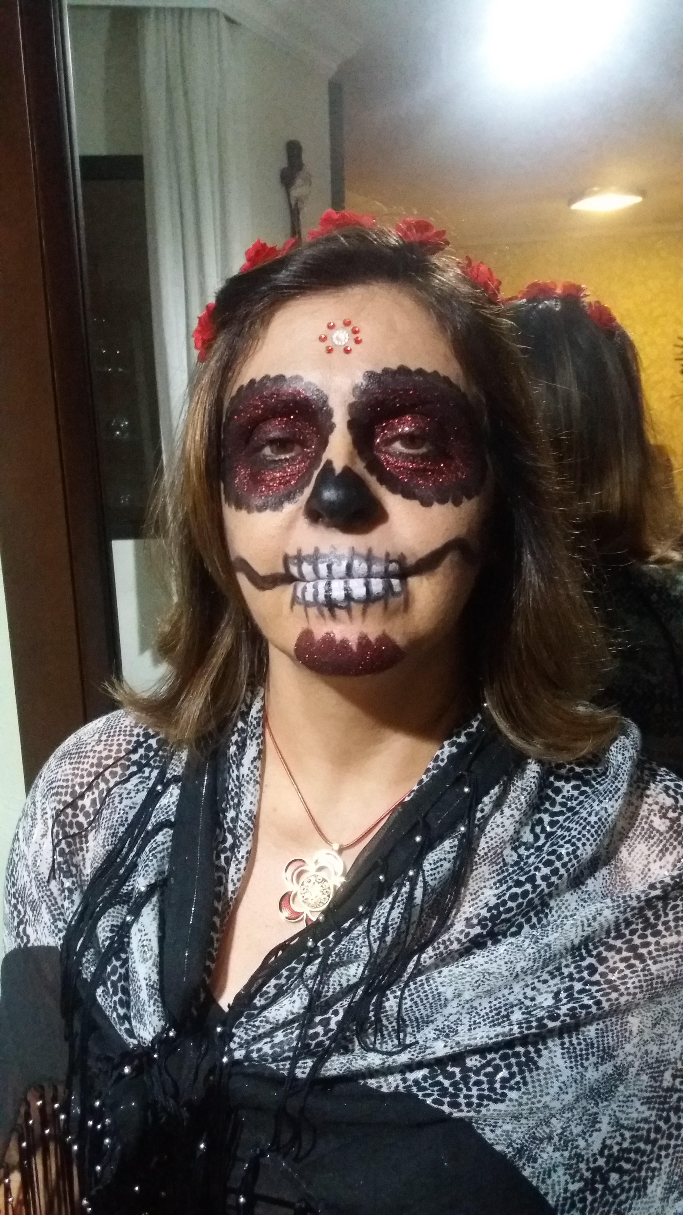 Maquiagem artística - festa de halloween - Caveira Mexicana. Veja mais no meu Blog Vaidosas de Batom:  www.vaidosasdebatom.com maquiagem maquiador(a) docente / professor(a)