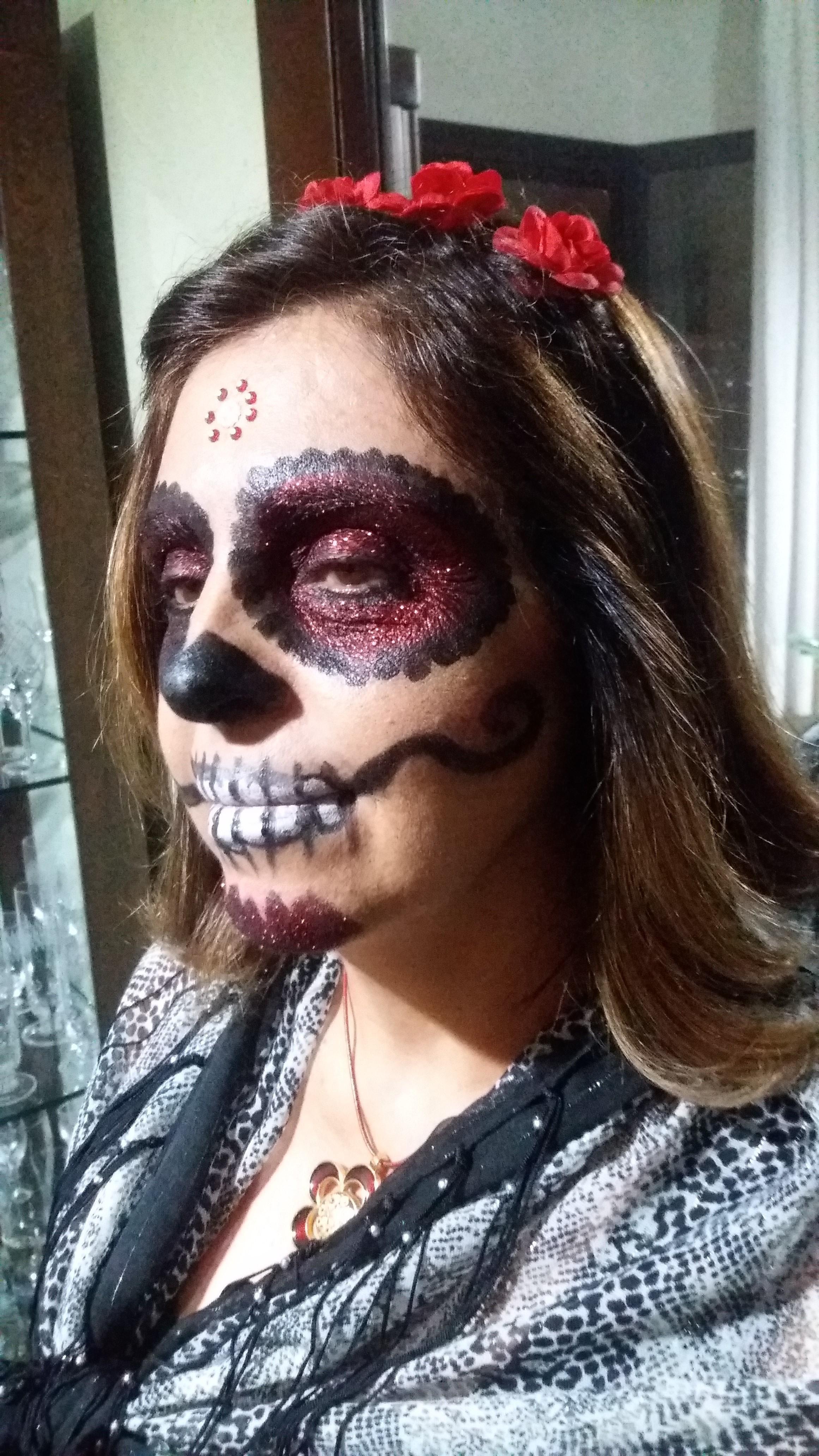 Maquiagem Artística - festa de halloween - Caveira Mexicana Veja mais no meu Blog Vaidosas de Batom:  www.vaidosasdebatom.com maquiagem maquiador(a) docente / professor(a)