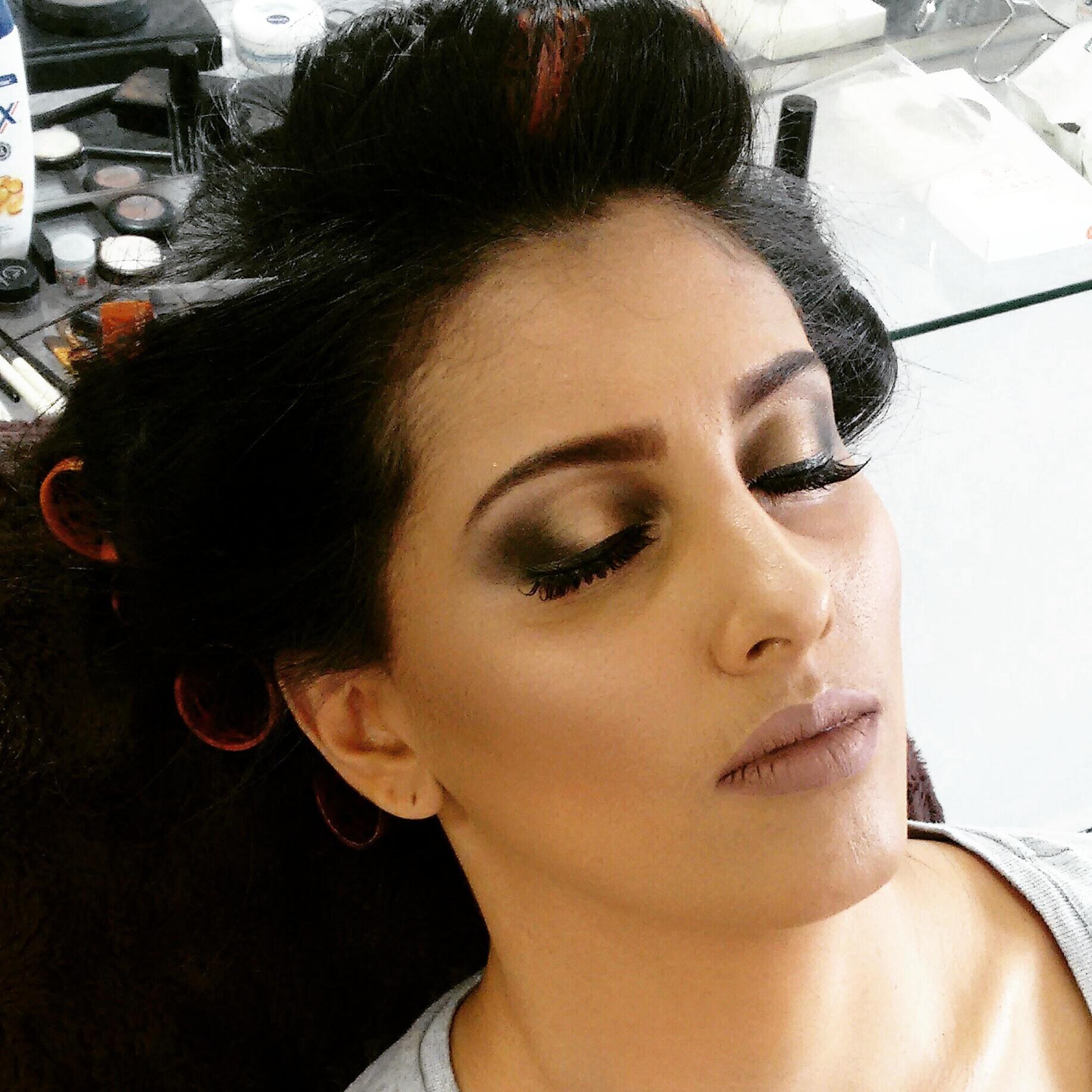 Make da lindíssima madrinha . Pálpebras luz em tom de dourado   maquiagem maquiador(a) micropigmentador(a)