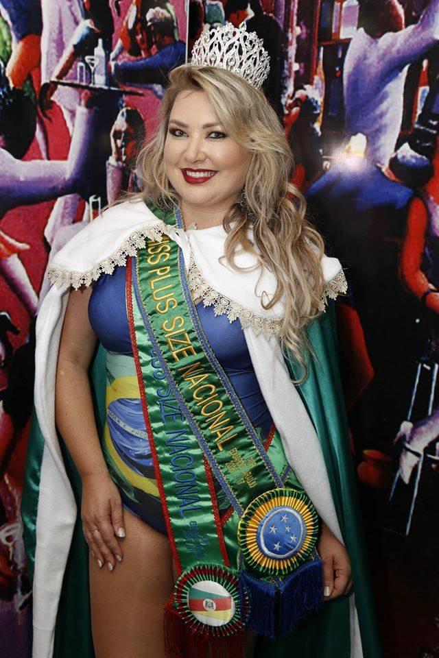 Scheila Dorneles Miss Plus Size Nacional 2016 Makeup: Mônica Silva Foto: Marcelo Ávila #MônicaSilvaMakeup #MissPlusSize #MaquiadoradasMisses #Maquiagem #Desfile  maquiagem maquiador(a) consultor(a)