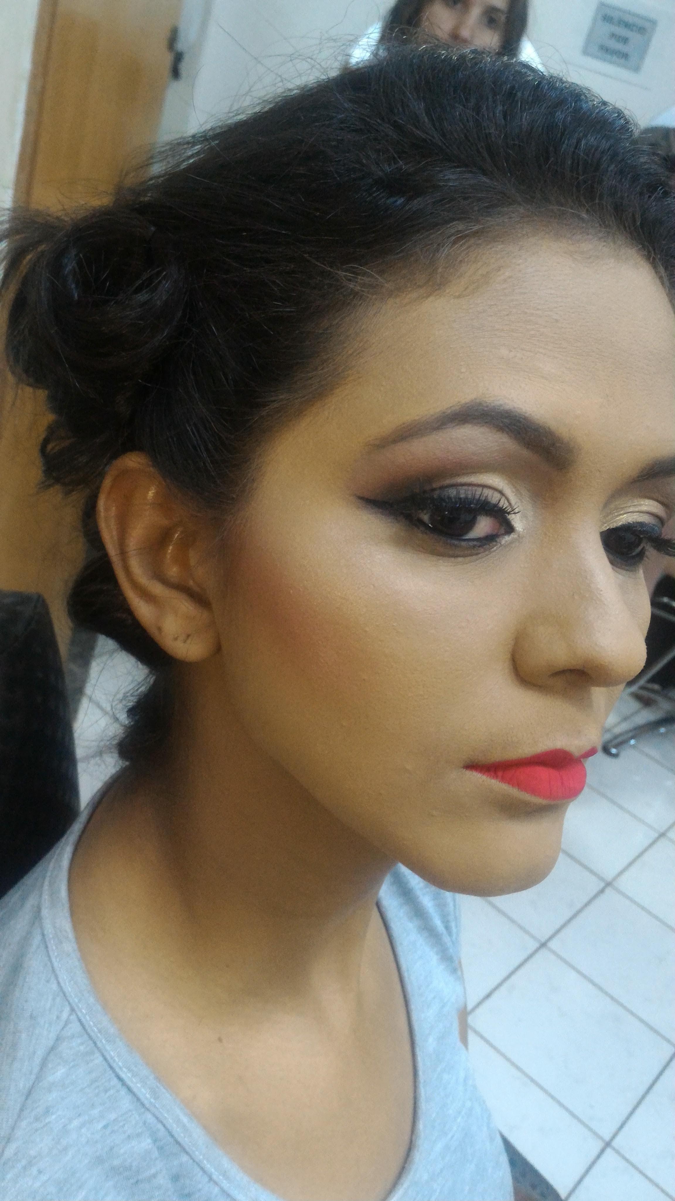 Atendimento com hora marcada 👈 #maquiagem #makeup #makeupartist #maquiadora #maquiadoragoiania #goiania #gyn #ilovemakeup #instalike #instamake #brasil #amazing #madrinhaslindas #noivas #madrinhasnohorario #amomeutrabalho #mua #dcebeleza #pretty #equipedeproducao#maisgoias #maisbelasdegoias #loucaspormaquiagem #maquiagembrasil  #umamaquiagem #maisvaidosa  #semfiltro maquiagem maquiador(a)