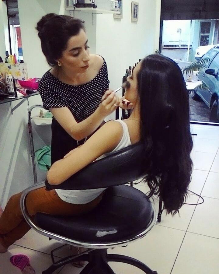 Maquiar é trabalhar não só com a beleza, mas também com a felicidade da mulher! #amomuitotudoisso maquiagem maquiador(a) recepcionista assistente maquiador(a)