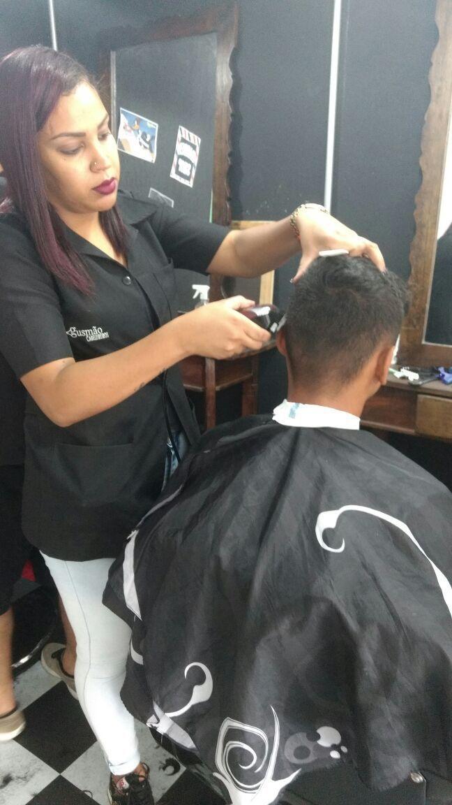 Corte masculino cabeleireiro(a) barbeiro(a)