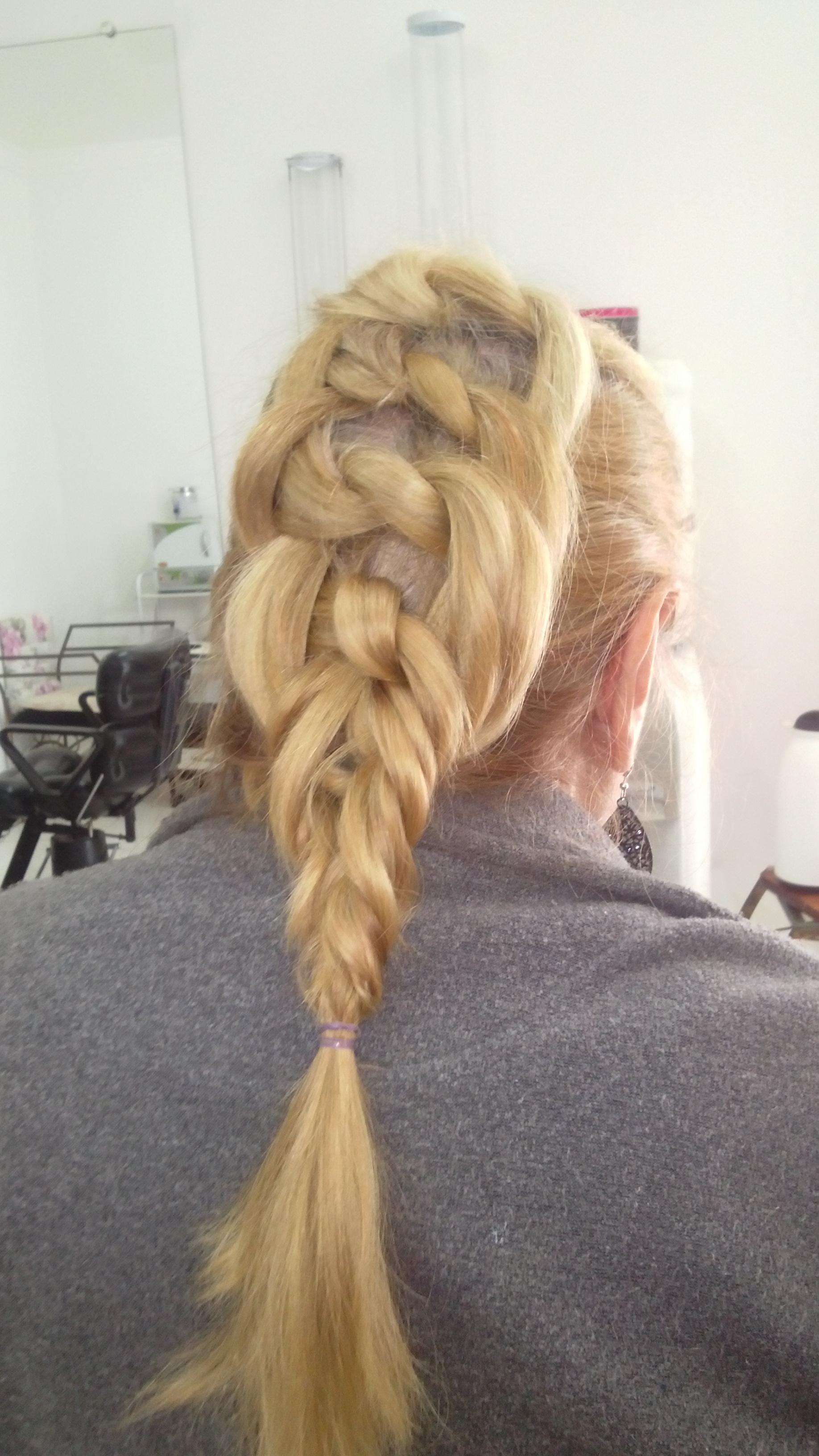 # Trança cabelo cabeleireiro(a) depilador(a) designer de sobrancelhas maquiador(a) esteticista