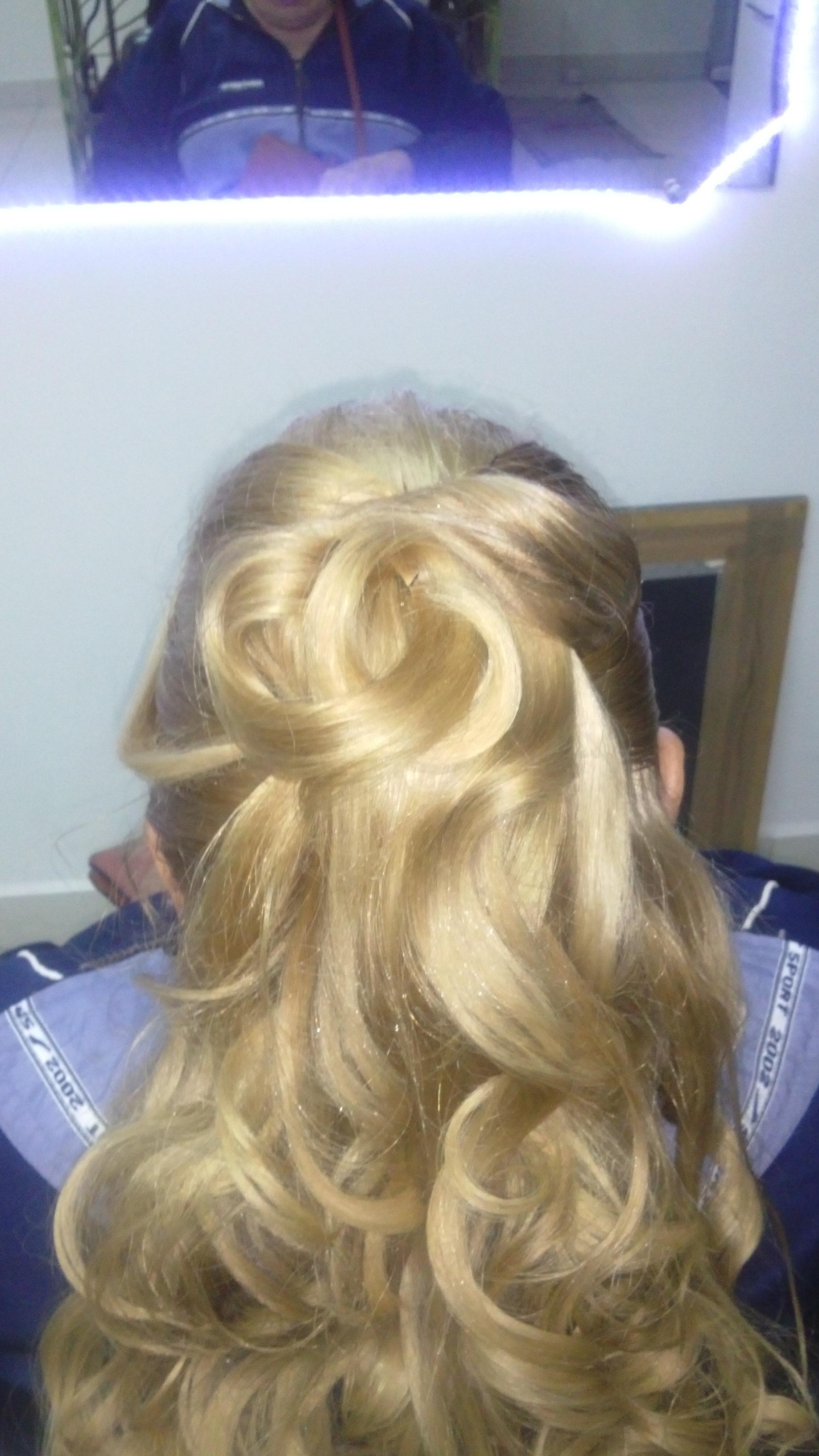 # Penteado cabelo cabeleireiro(a) depilador(a) designer de sobrancelhas maquiador(a) esteticista