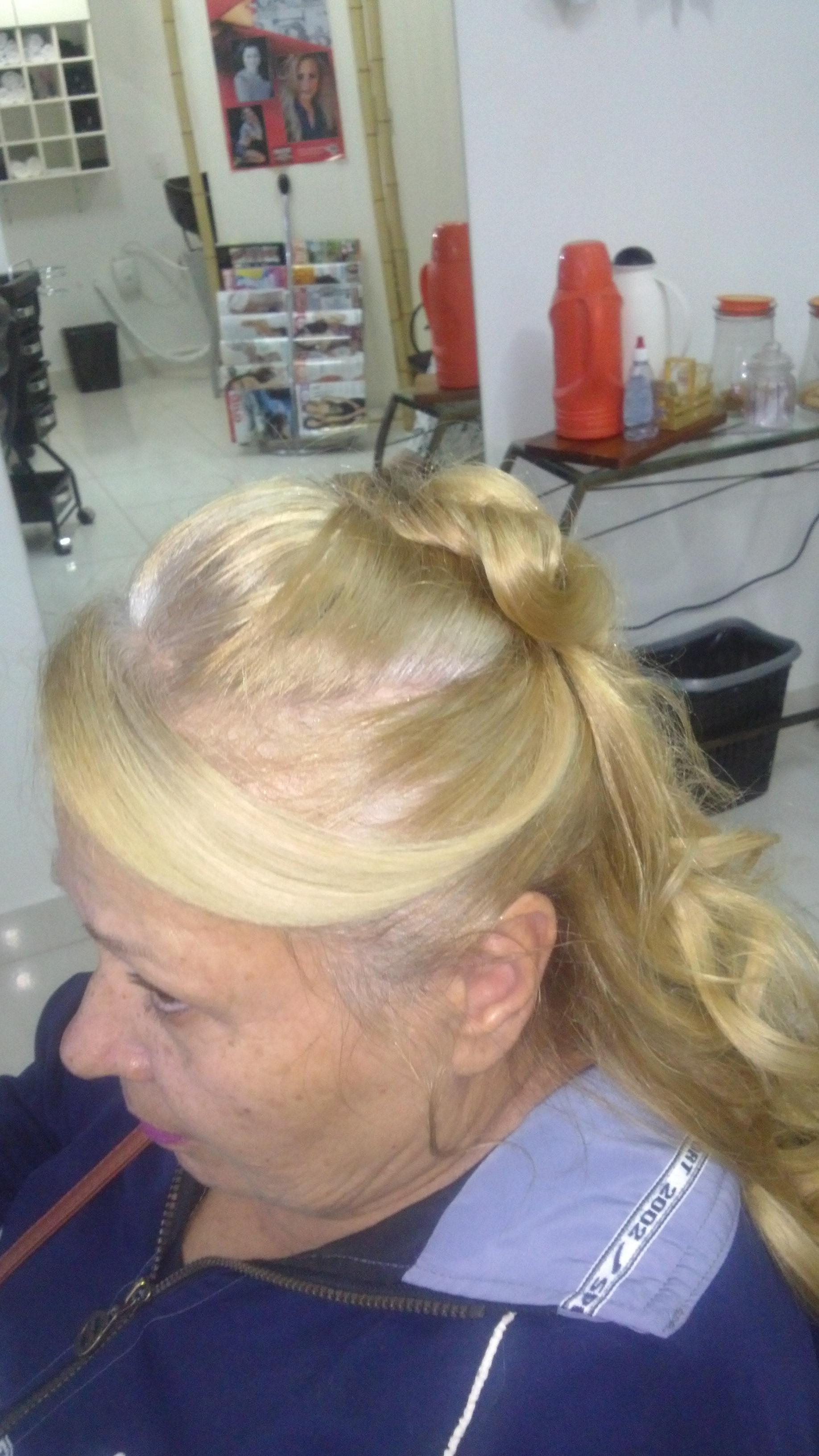 # Penteado meio solto, meio preso. cabelo cabeleireiro(a) depilador(a) designer de sobrancelhas maquiador(a) esteticista