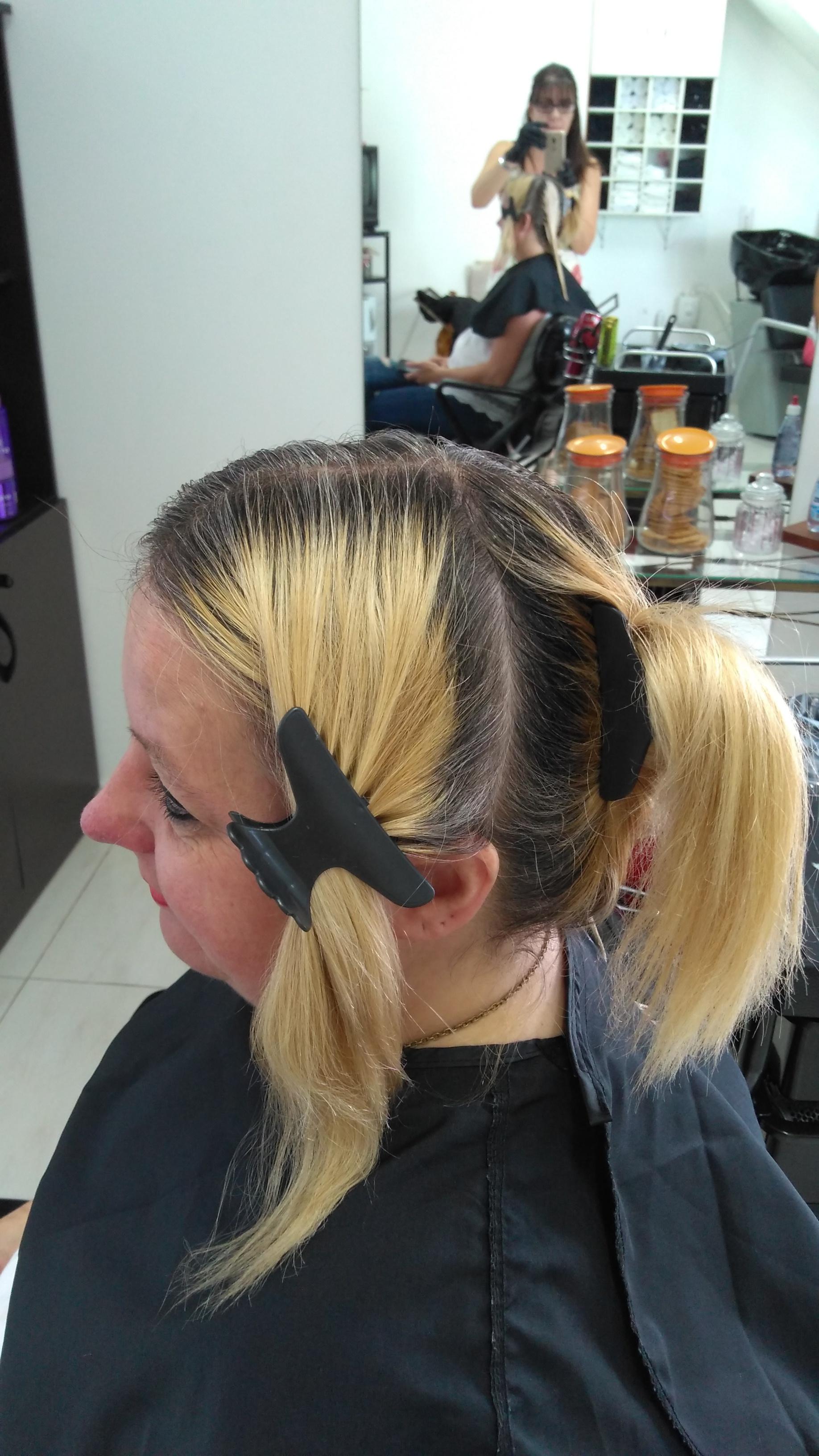 Fundo de clareamento e Luzes  (antes) cabelo cabeleireiro(a) depilador(a) designer de sobrancelhas maquiador(a) esteticista
