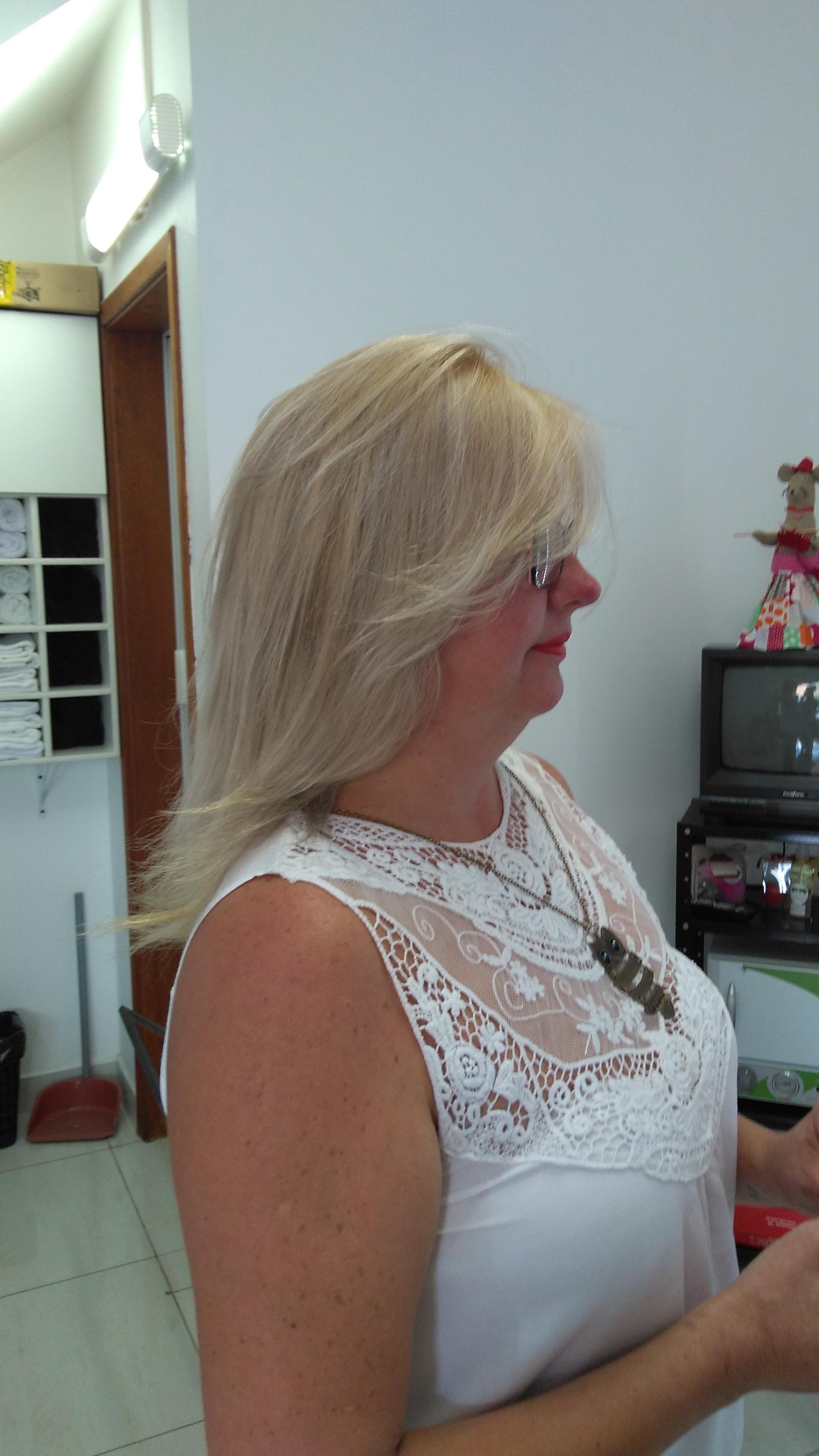 # Fundo de Clareamento e Luzes (depois) cabelo cabeleireiro(a) depilador(a) designer de sobrancelhas maquiador(a) esteticista