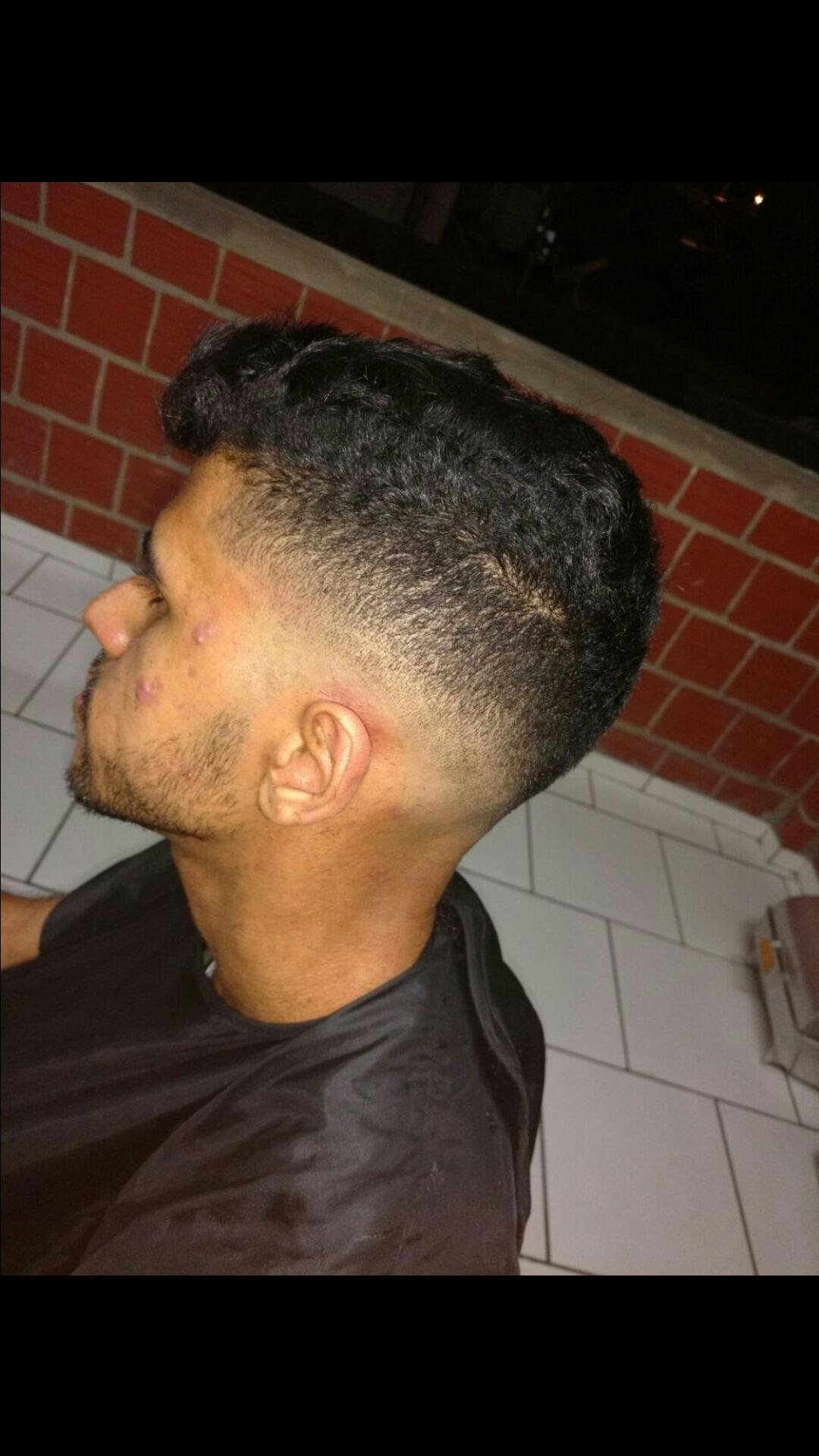 Degradê na navalha. cabelo barbeiro(a)