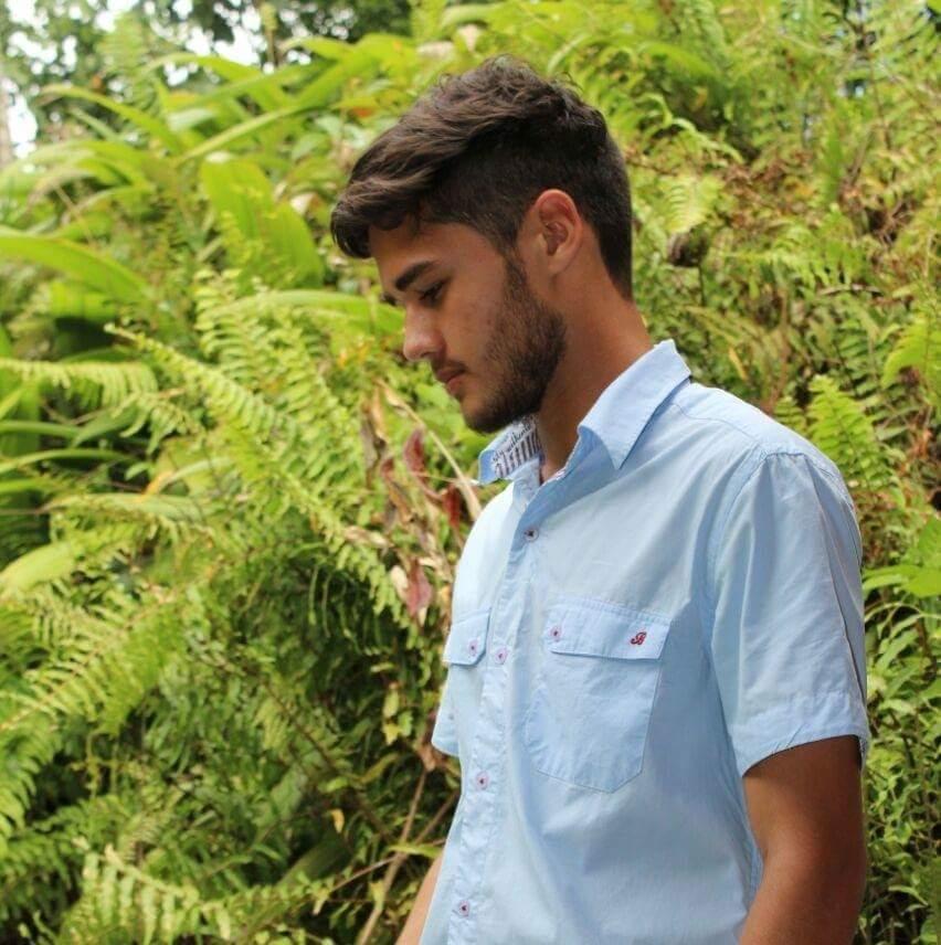 Corte undercut masculino mais barba desenhanda. cabelo barbeiro(a)